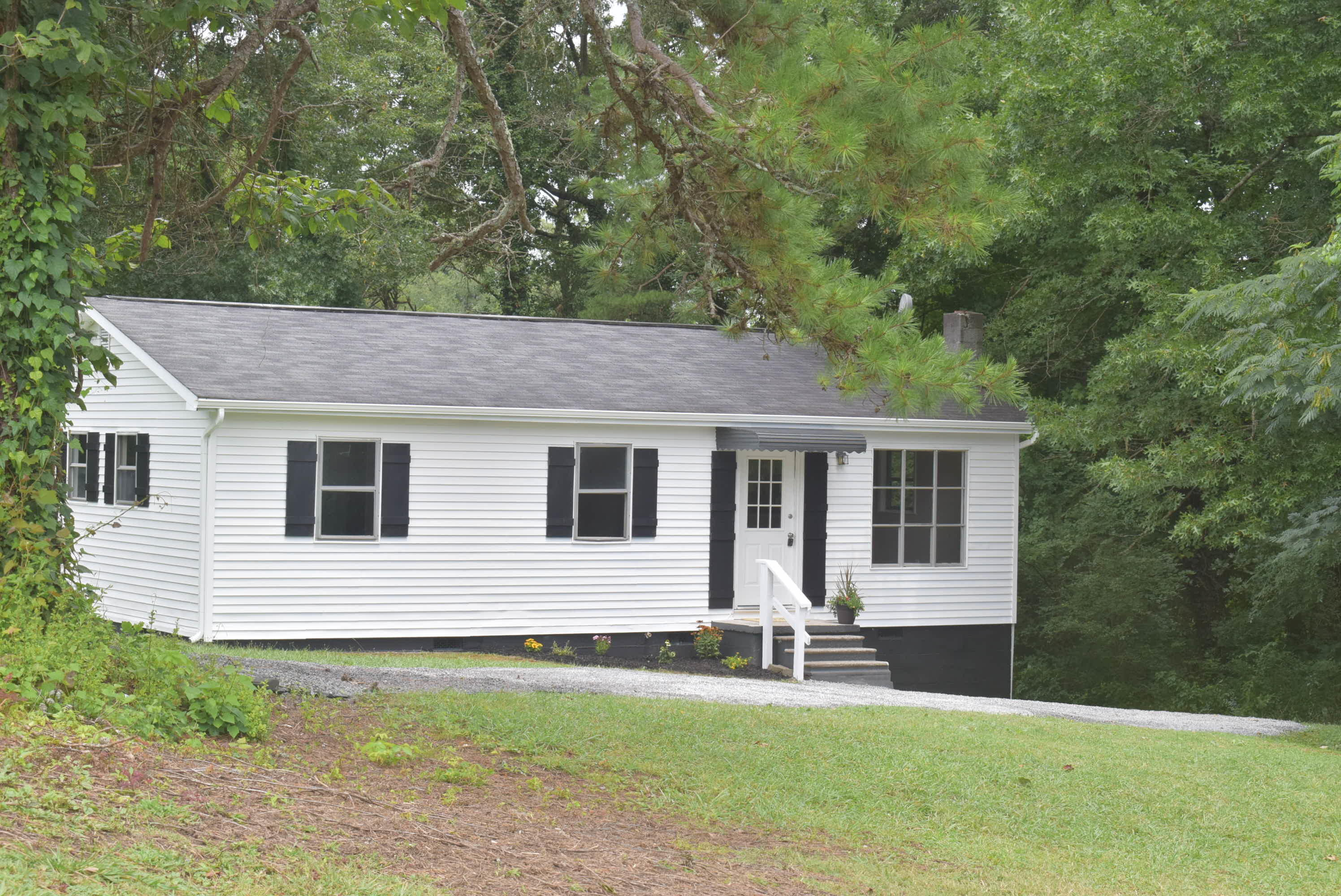 407 Broad, Clinton, Tennessee, United States 37716, 3 Bedrooms Bedrooms, ,1 BathroomBathrooms,Single Family,For Sale,Broad,1050669