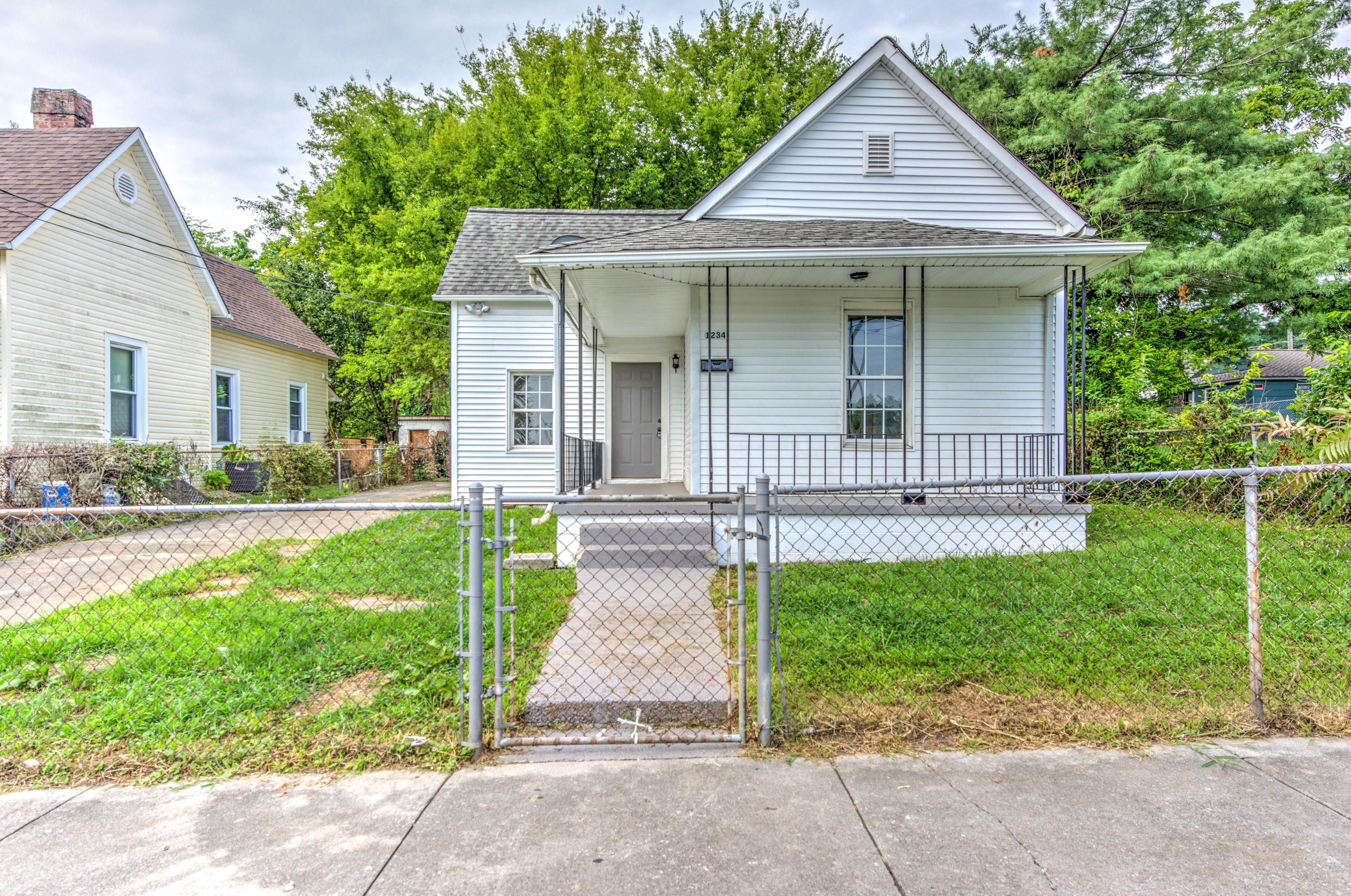 1234 Callaway St, Knoxville, Tennessee 37921, 3 Bedrooms Bedrooms, ,1 BathroomBathrooms,Single Family,For Sale,Callaway,1053668