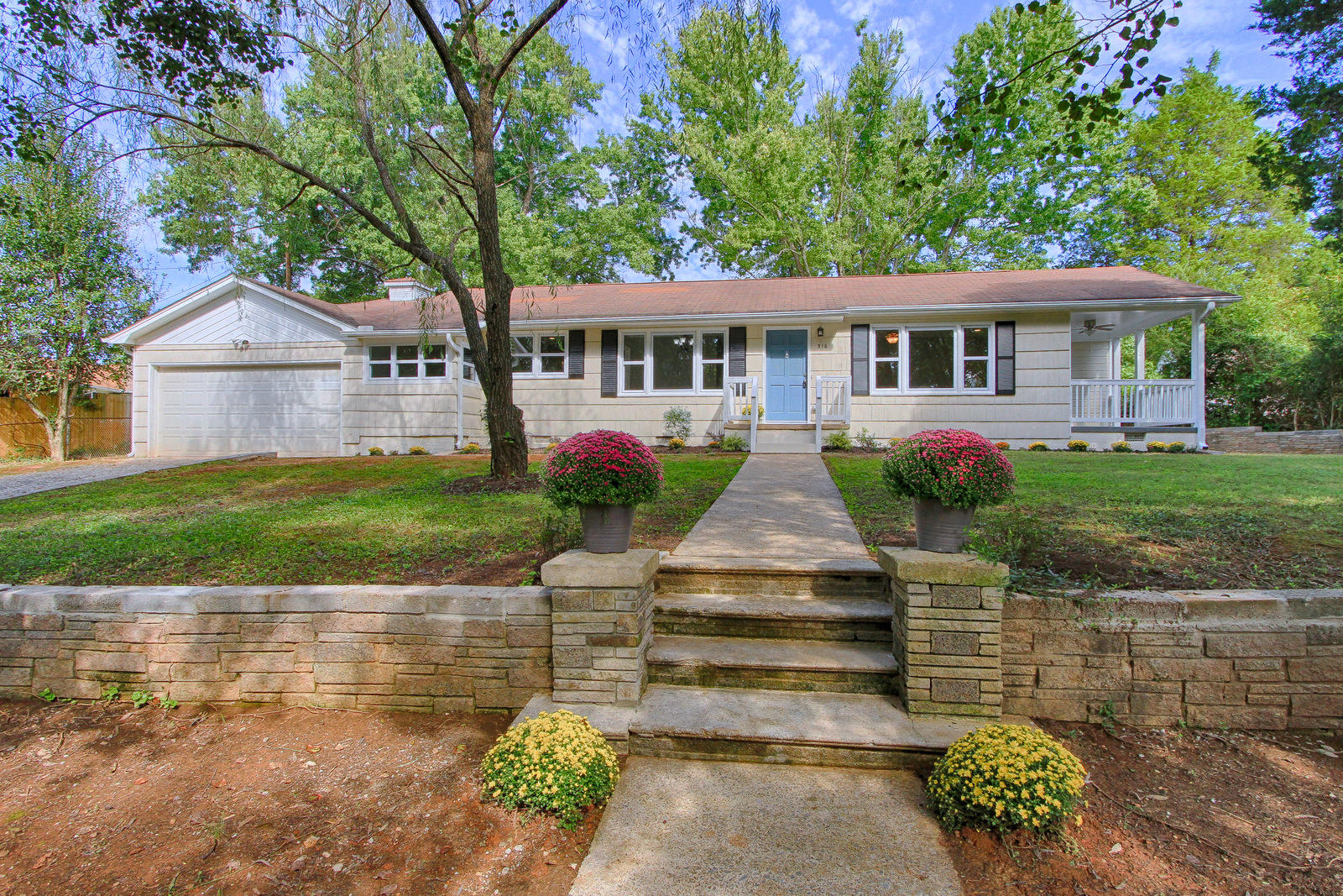 516 Smokey Drive, Loudon, Tennessee 37774, 3 Bedrooms Bedrooms, ,2 BathroomsBathrooms,Single Family,For Sale,Smokey,1058317