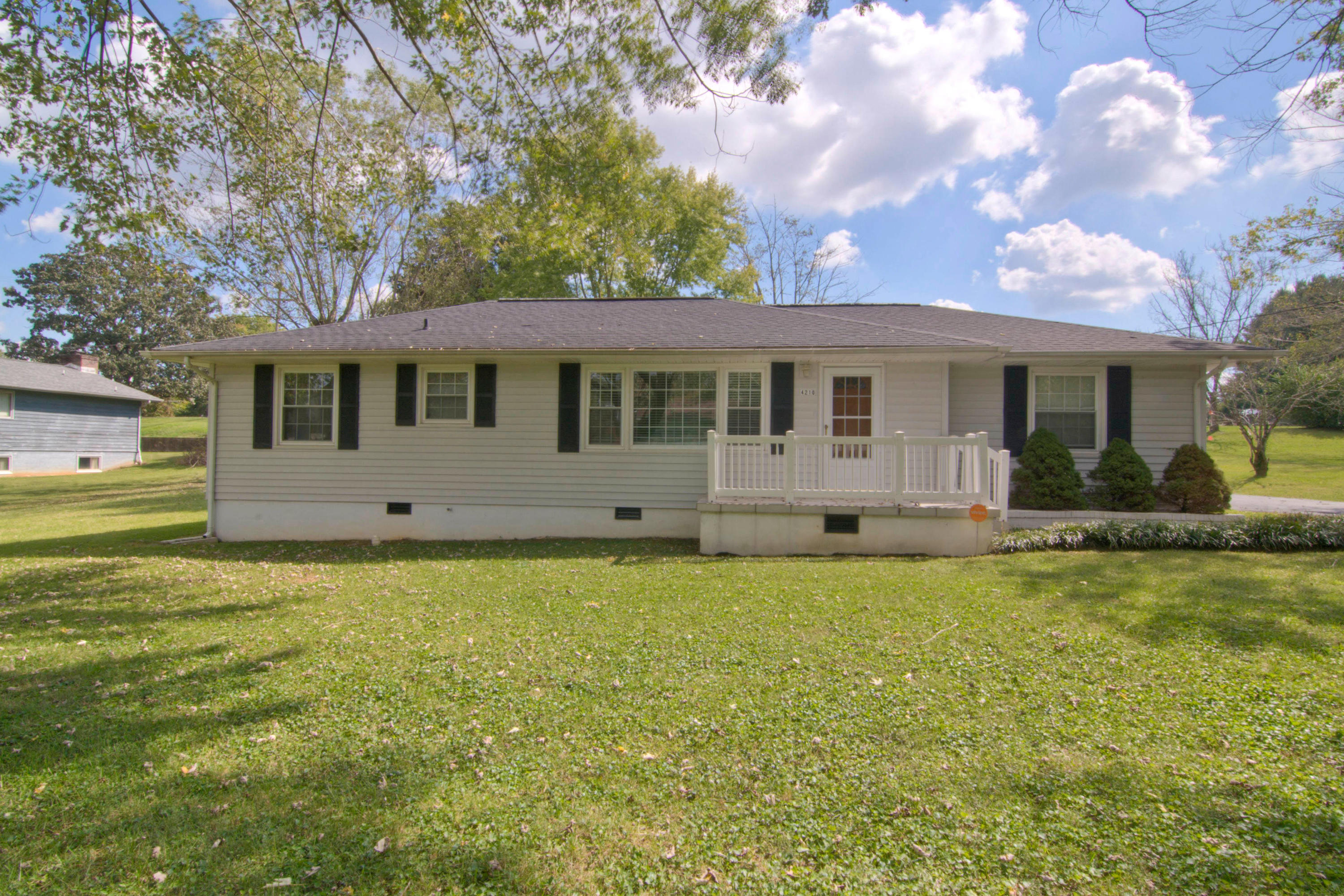 4210 Robert Love, Knoxville, Tennessee, United States 37914, 3 Bedrooms Bedrooms, ,1 BathroomBathrooms,Single Family,For Sale,Robert Love,1051702