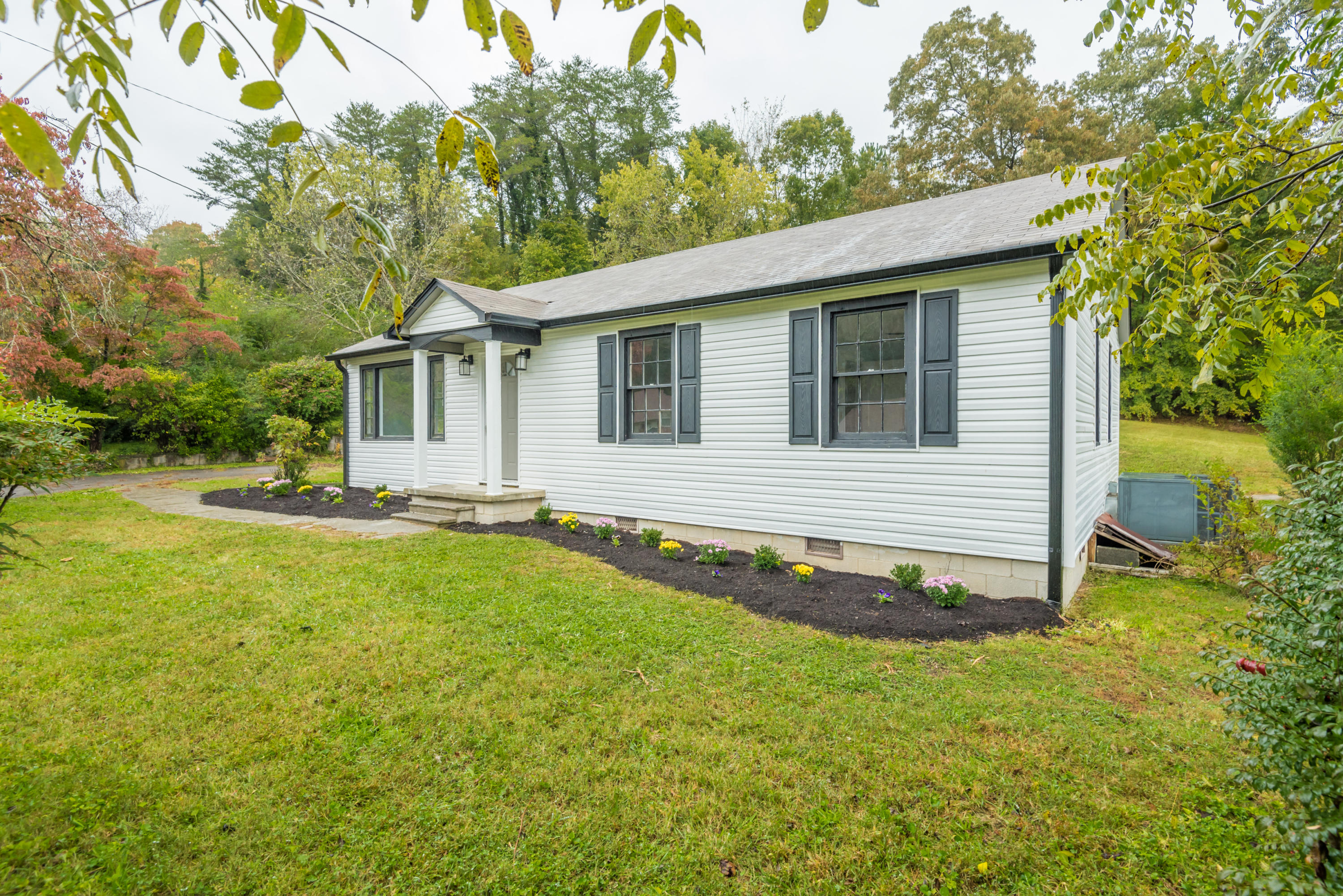 505 Broad, Clinton, Tennessee, United States 37716, 3 Bedrooms Bedrooms, ,1 BathroomBathrooms,Single Family,For Sale,Broad,1060540