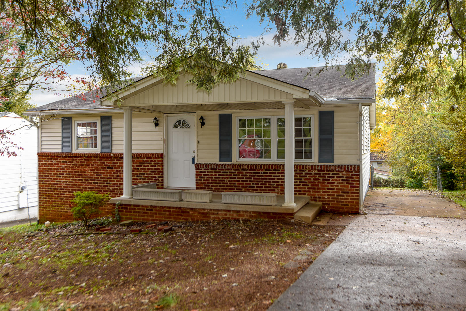2836 Carson, Knoxville, Tennessee, United States 37917, 3 Bedrooms Bedrooms, ,2 BathroomsBathrooms,Single Family,For Sale,Carson,1061505
