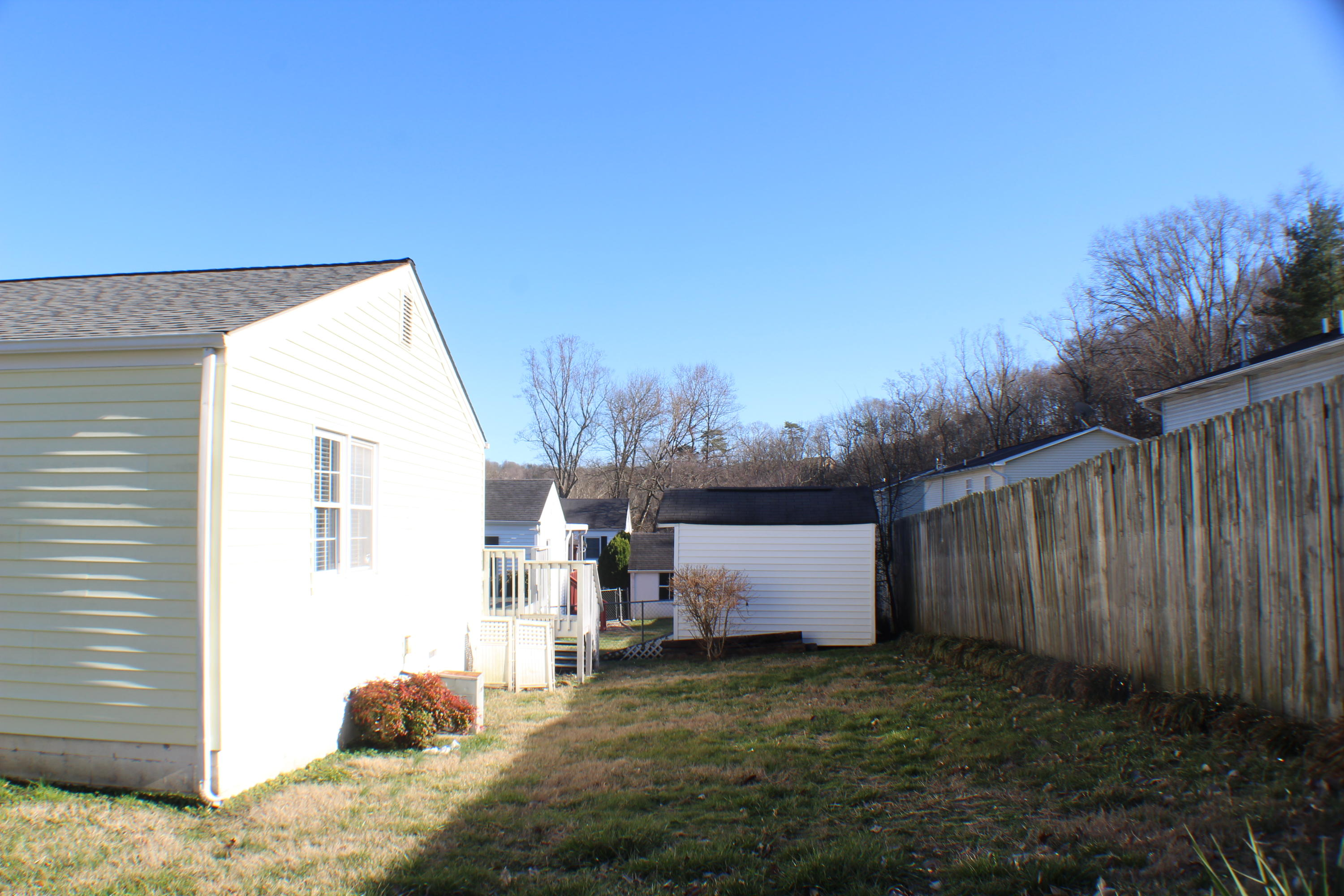 904 Riverview Drive, Lafollette, Tennessee 37766, 3 Bedrooms Bedrooms, ,2 BathroomsBathrooms,Single Family,For Sale,Riverview,1069745
