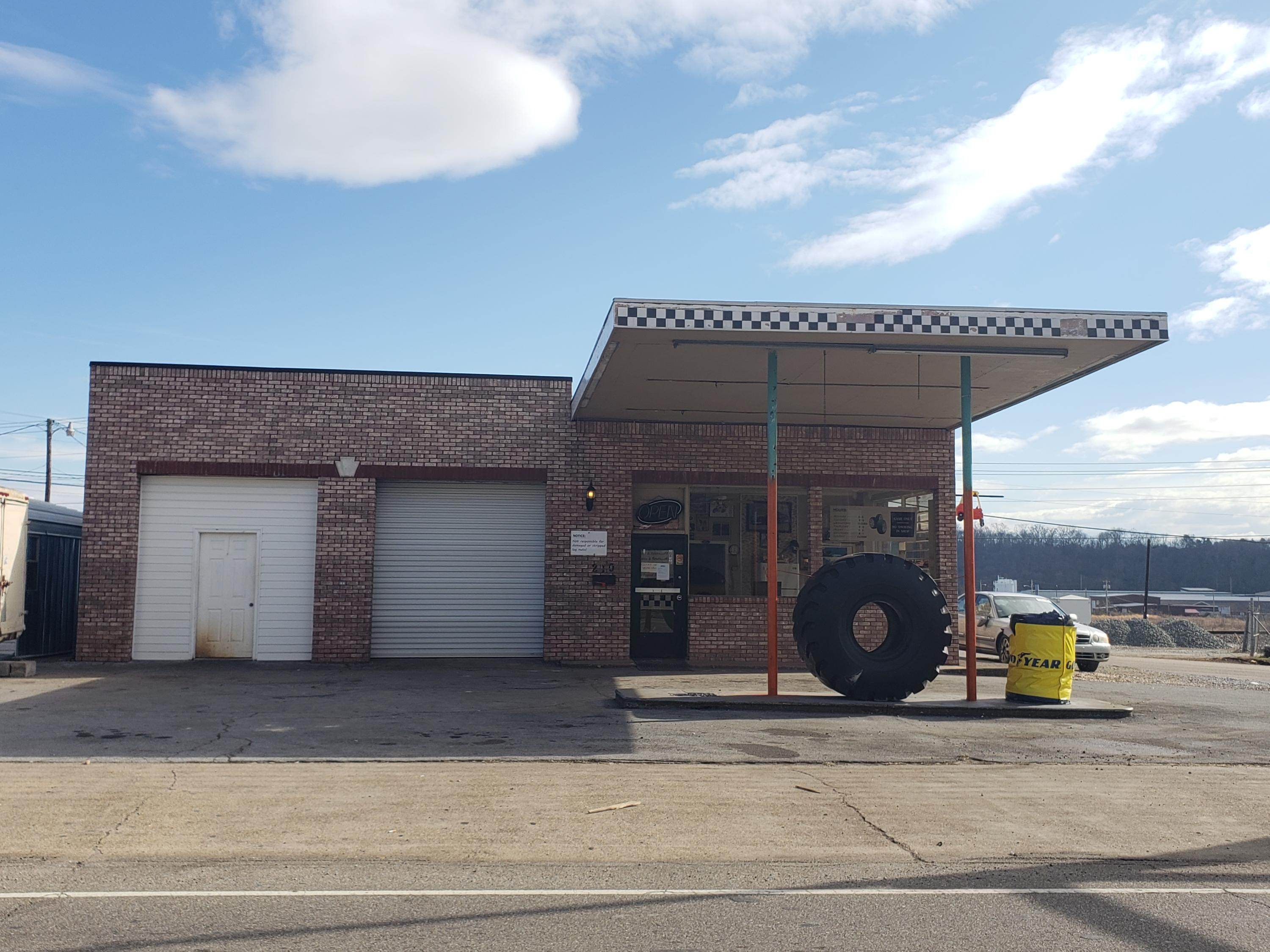 220 Broadway St, Lenoir City, Tennessee 37771, ,Commercial,For Sale,Broadway,1069764