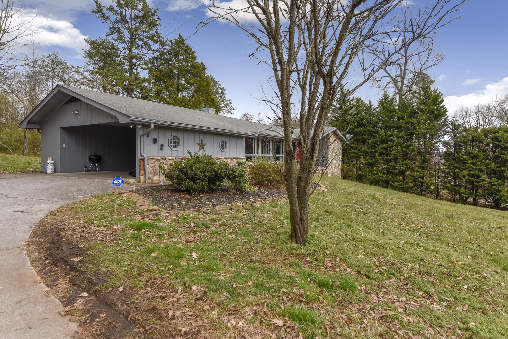 702 Robinson Drive, Loudon, Tennessee 37774, 3 Bedrooms Bedrooms, ,2 BathroomsBathrooms,Single Family,For Sale,Robinson,1073116