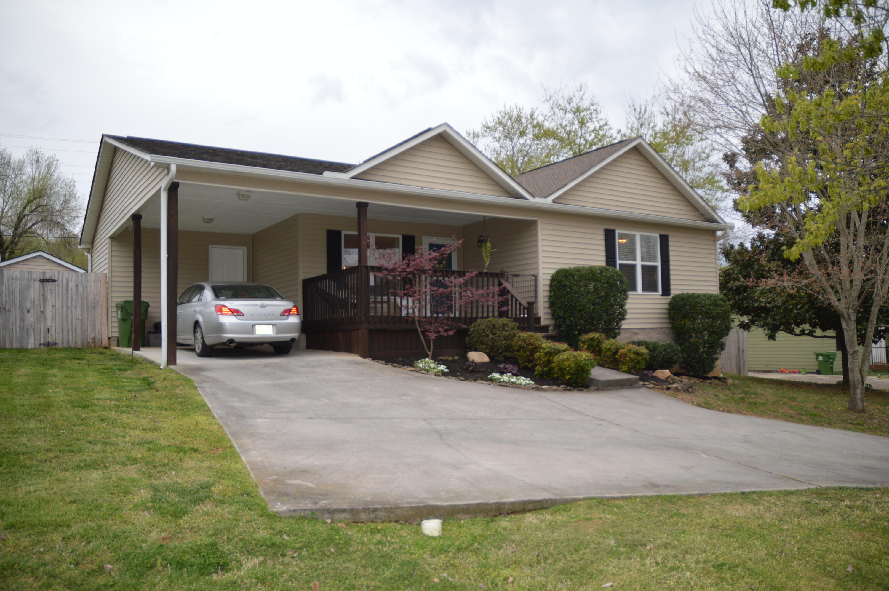 709 Gladstone Circle, Maryville, Tennessee 37804, 3 Bedrooms Bedrooms, ,2 BathroomsBathrooms,Single Family,For Sale,Gladstone,1075437