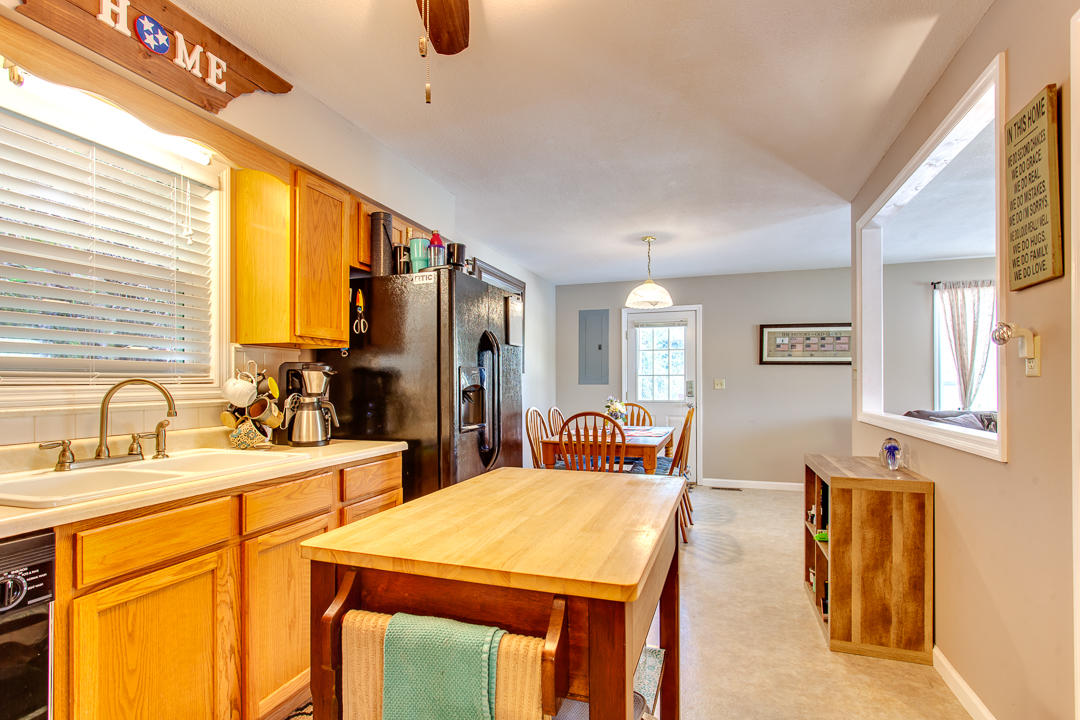 425 Norris Point Rd: