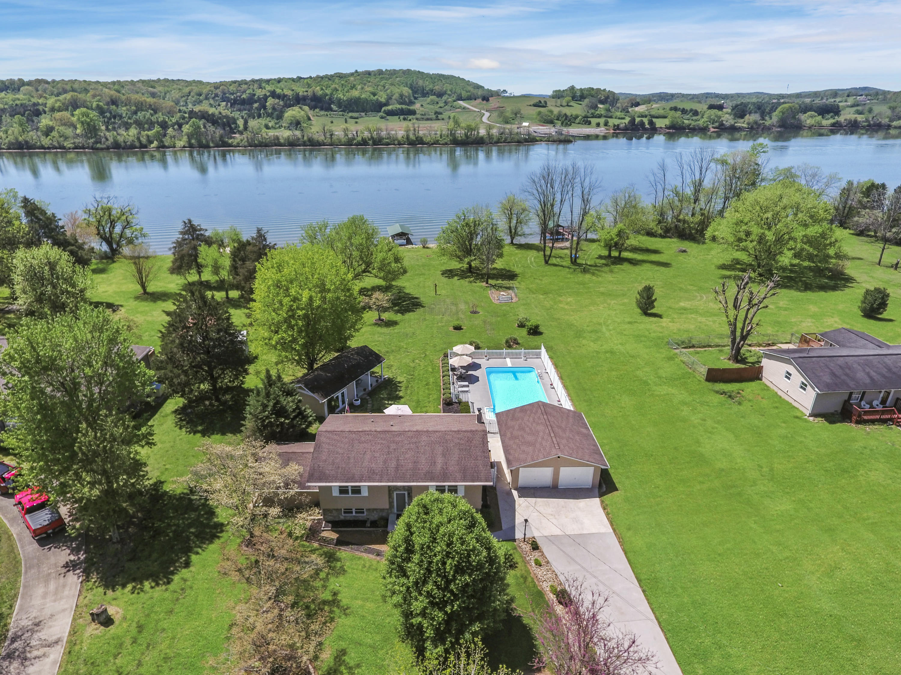312 Lakeview Cove Drive: