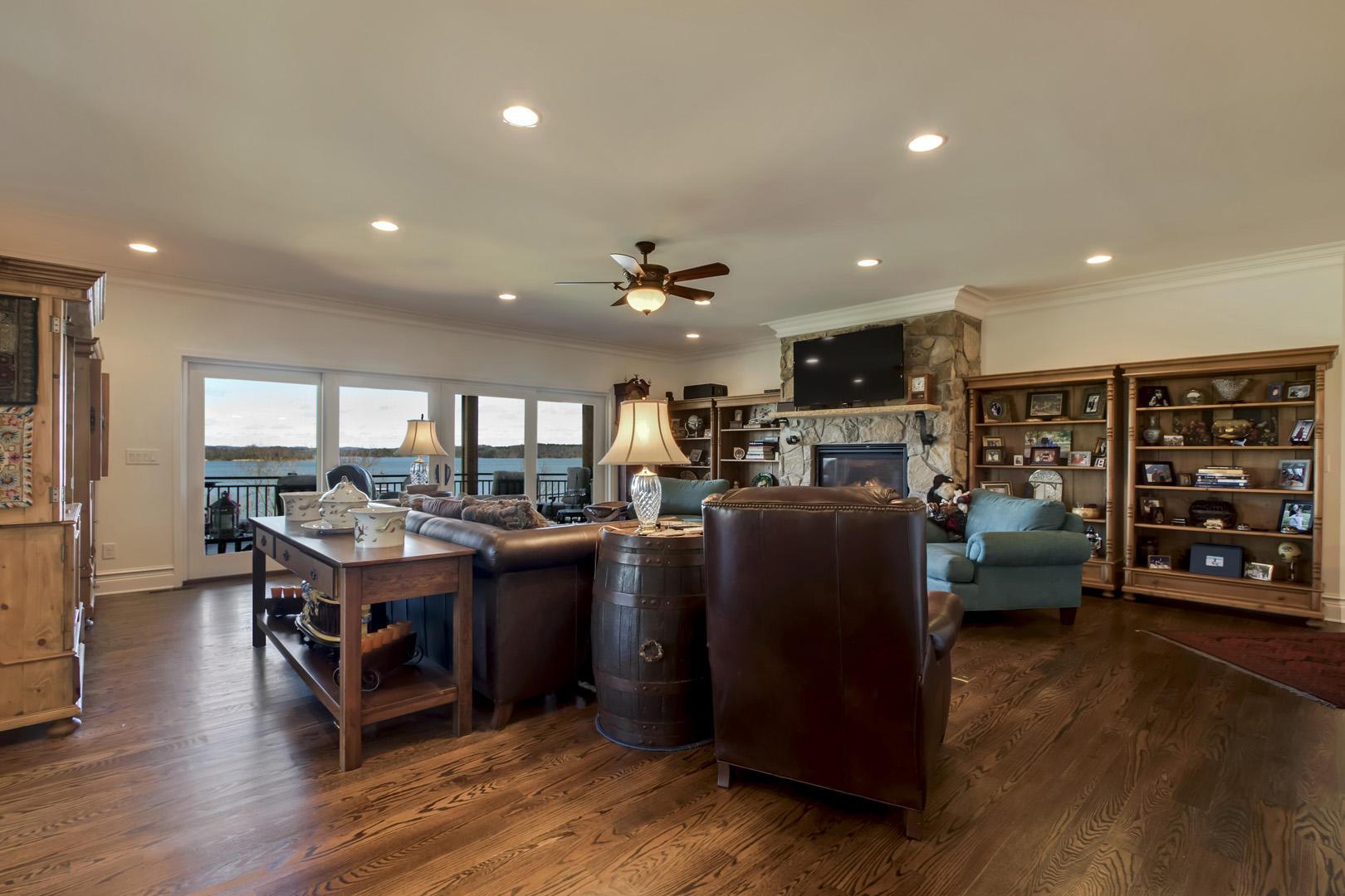 556 Cypress Pointe Drive Drive: