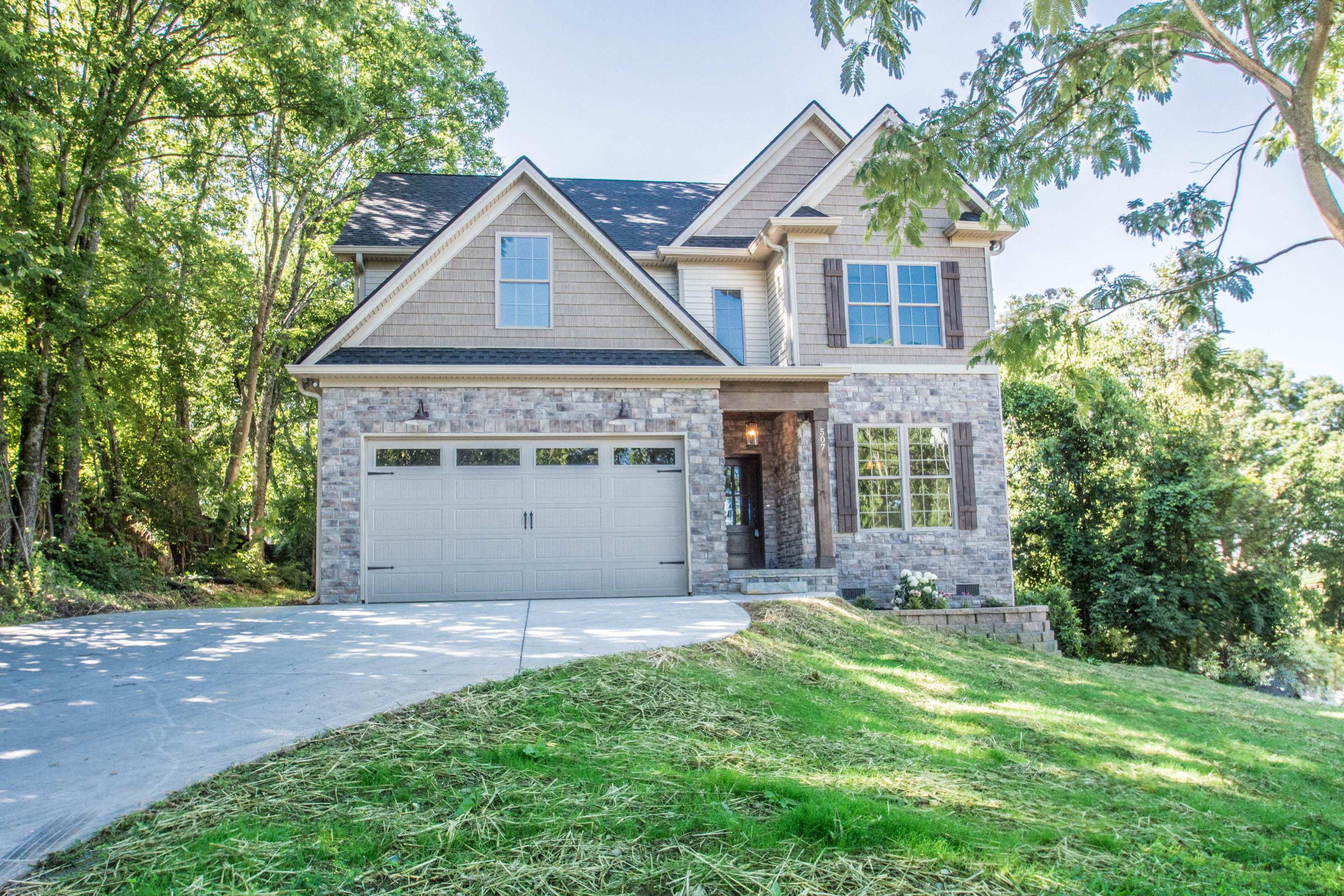 507 Loop, Knoxville, Tennessee, United States 37934, 5 Bedrooms Bedrooms, ,2 BathroomsBathrooms,Single Family,For Sale,Loop,1084125