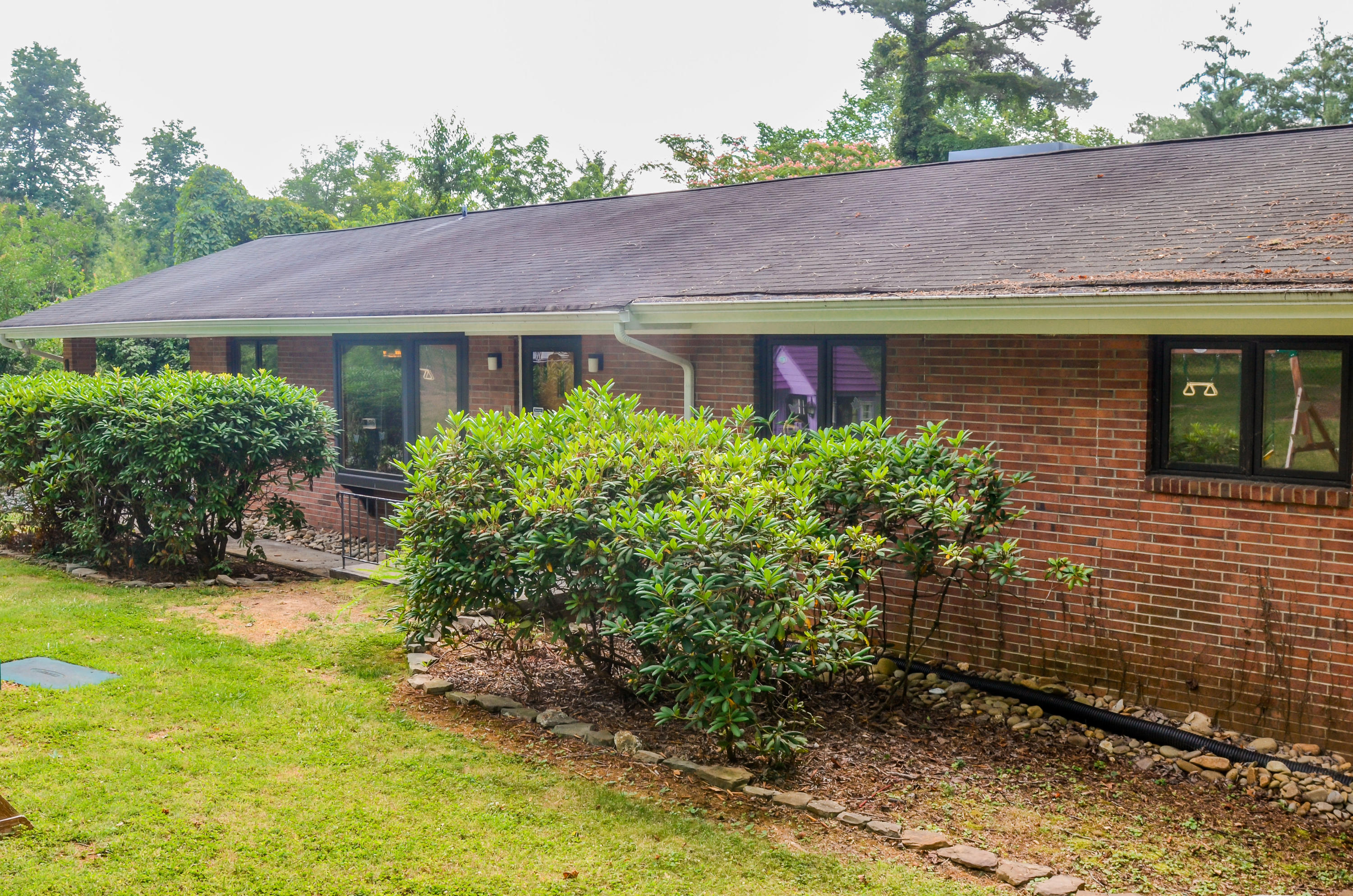 901 Outer, Oak Ridge, Tennessee, United States 37830, 3 Bedrooms Bedrooms, ,2 BathroomsBathrooms,Single Family,For Sale,Outer,1084406