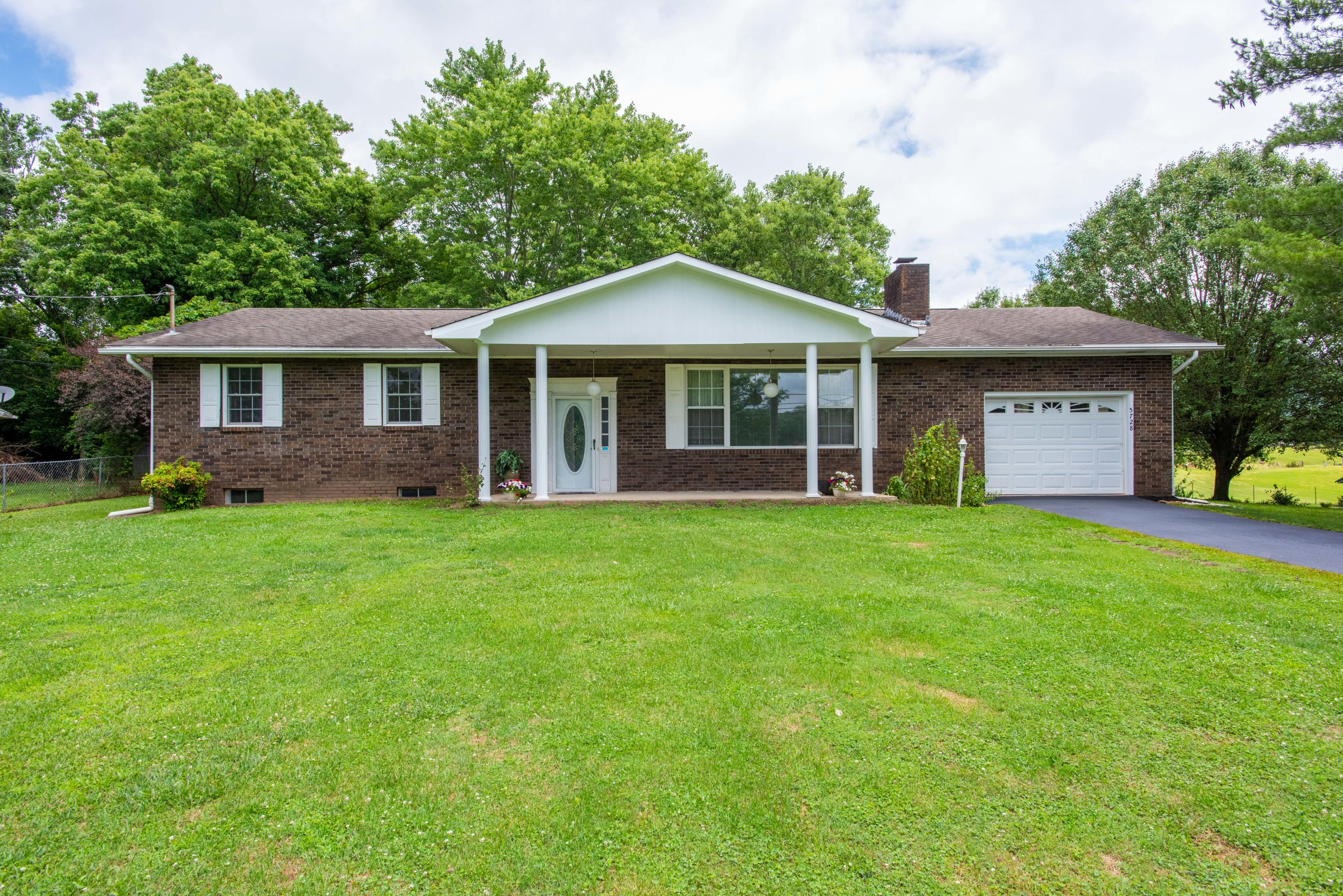 5728 Roberts, Corryton, Tennessee, United States 37721, 3 Bedrooms Bedrooms, ,2 BathroomsBathrooms,Single Family,For Sale,Roberts,1084064