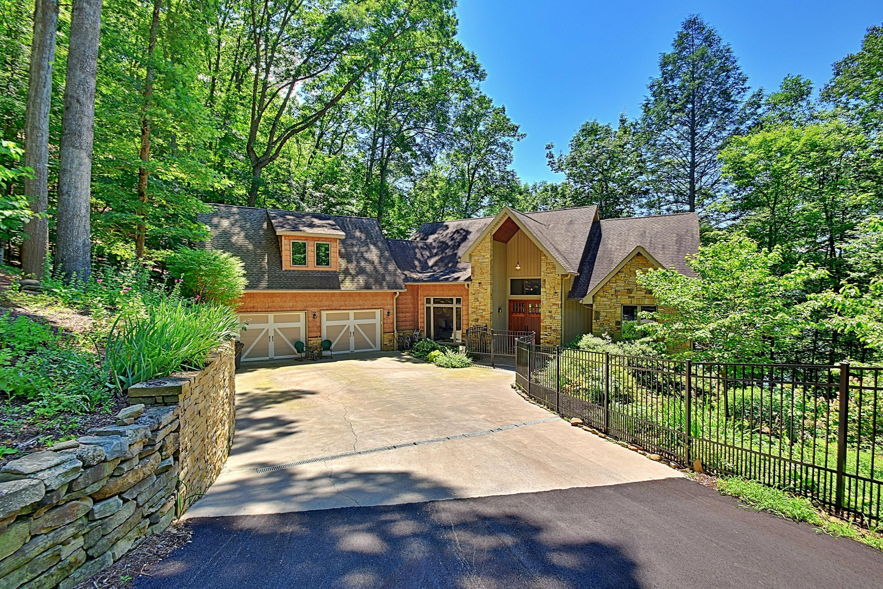 497 Foxridge Lane: