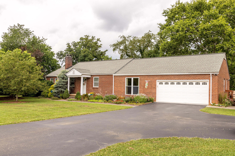 3779 Tuckaleechee, Maryville, Tennessee, United States 37804, 3 Bedrooms Bedrooms, ,2 BathroomsBathrooms,Single Family,For Sale,Tuckaleechee,1087417