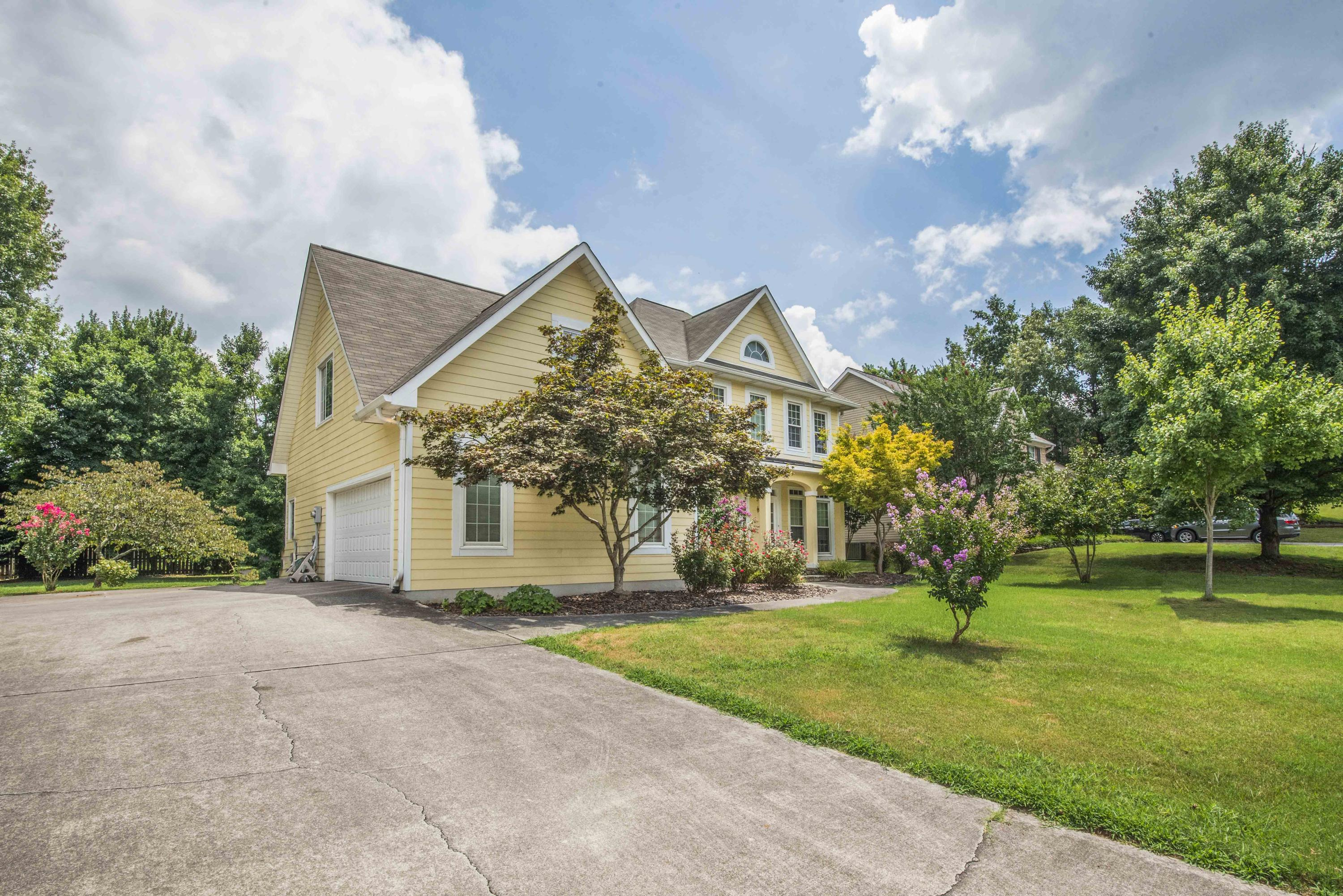1712 Scenic Valley Lane, Knoxville, Tennessee 37922, 4 Bedrooms Bedrooms, ,3 BathroomsBathrooms,Single Family,For Sale,Scenic Valley,1087730