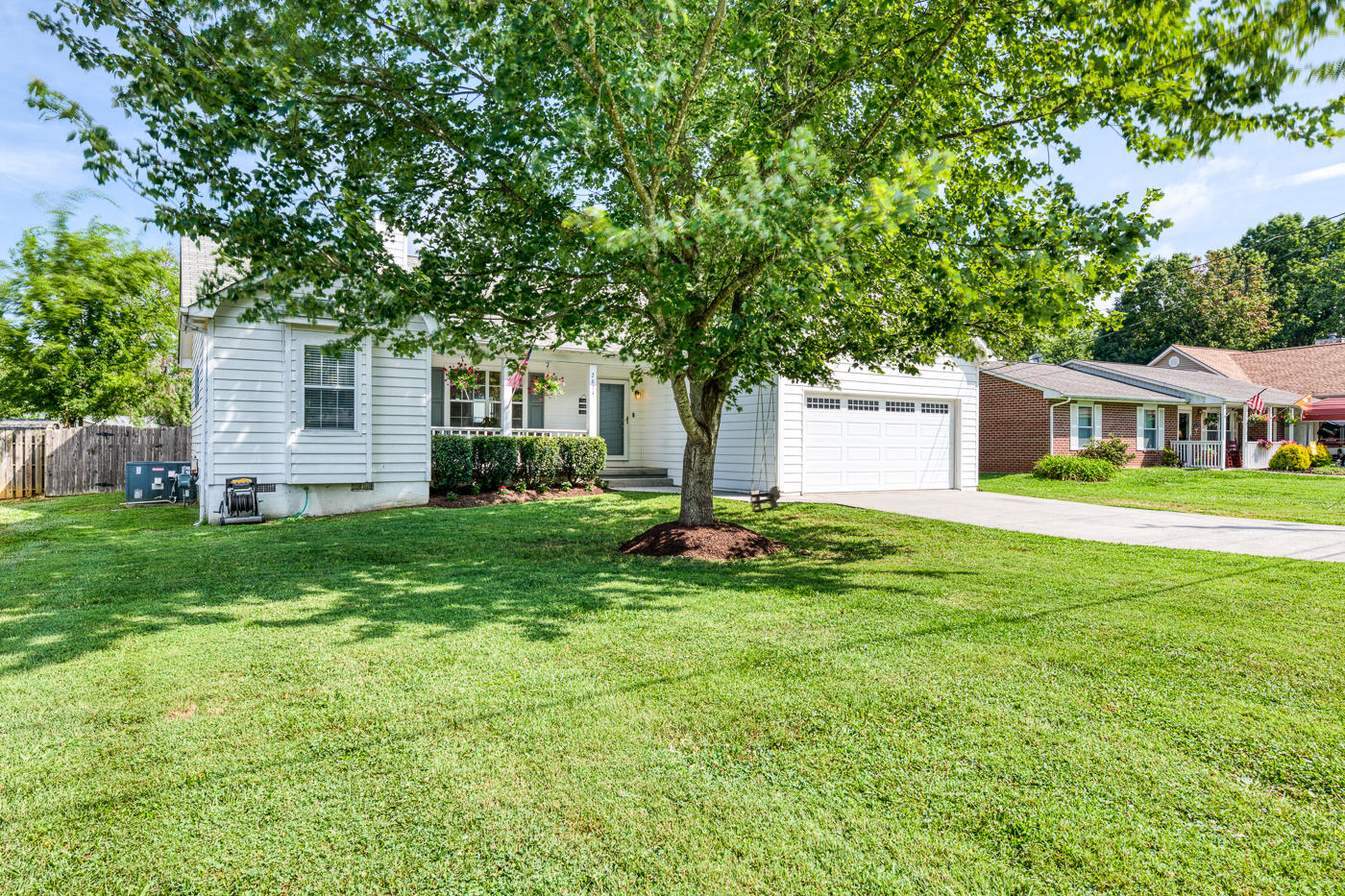 2634 Sherwin, Knoxville, Tennessee, United States 37931, 3 Bedrooms Bedrooms, ,2 BathroomsBathrooms,Single Family,For Sale,Sherwin,1088077