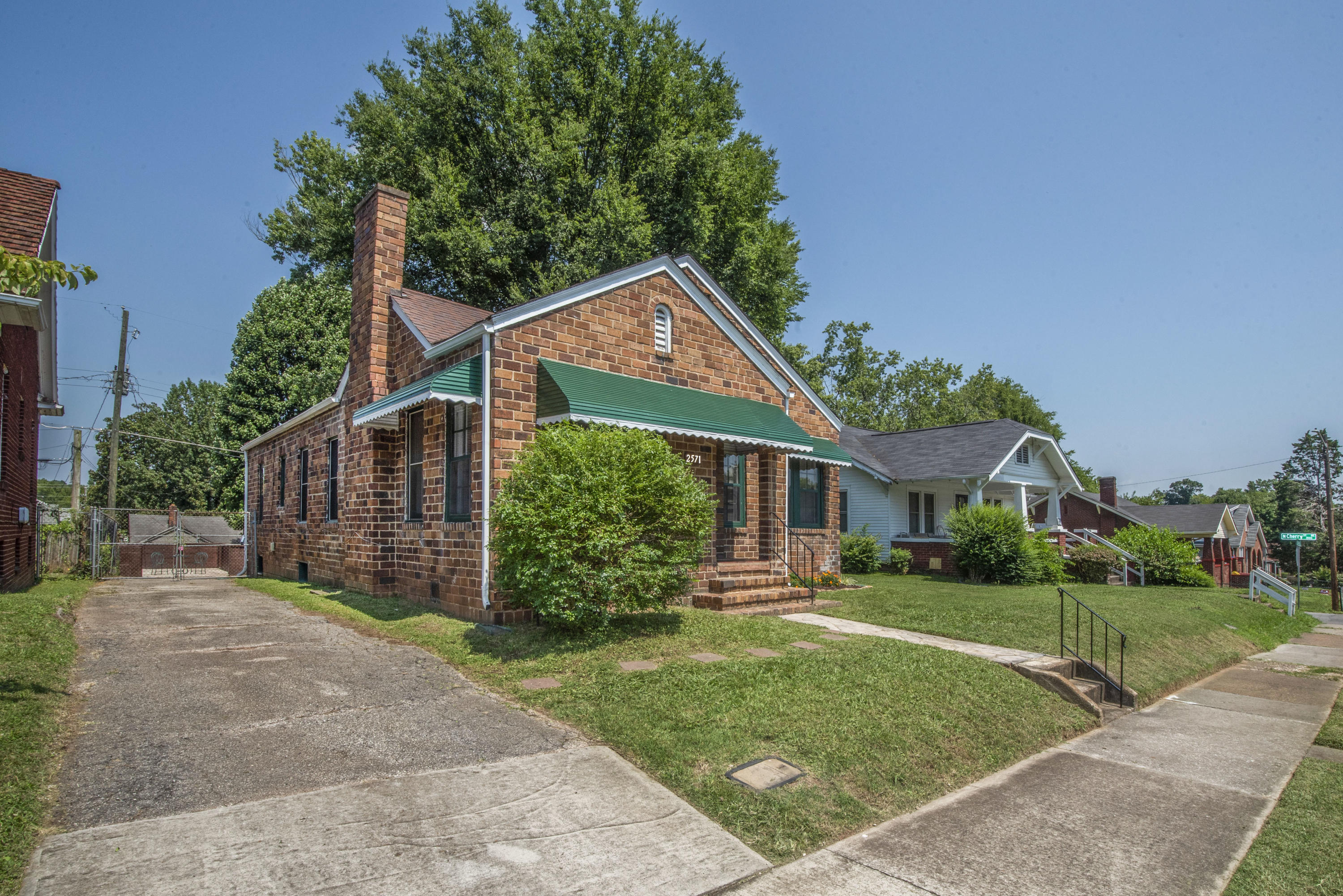 2571 Parkview Ave, Knoxville, Tennessee 37914, 3 Bedrooms Bedrooms, ,1 BathroomBathrooms,Single Family,For Sale,Parkview,1089308