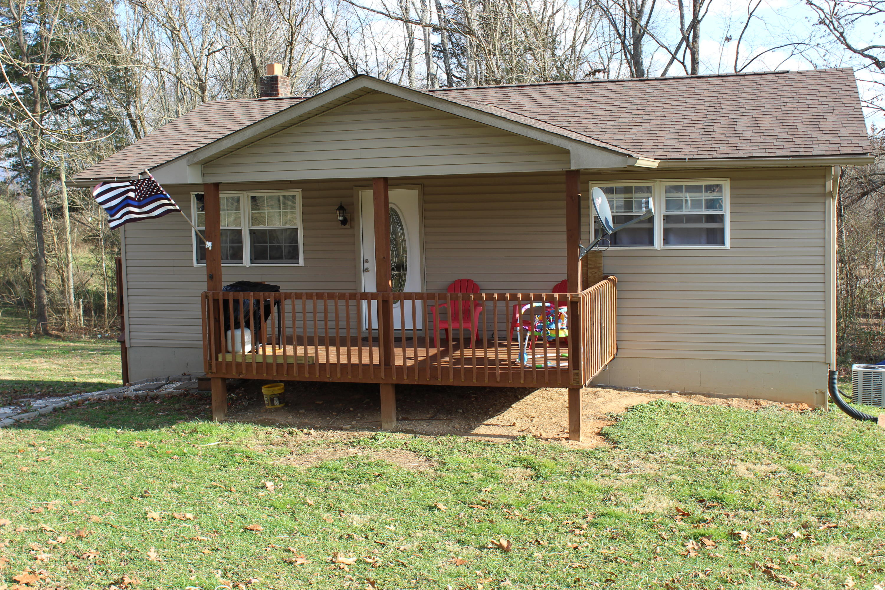 105 Walnut St, New Tazewell, Tennessee 37825, 3 Bedrooms Bedrooms, ,2 BathroomsBathrooms,Single Family,For Sale,Walnut,1090108