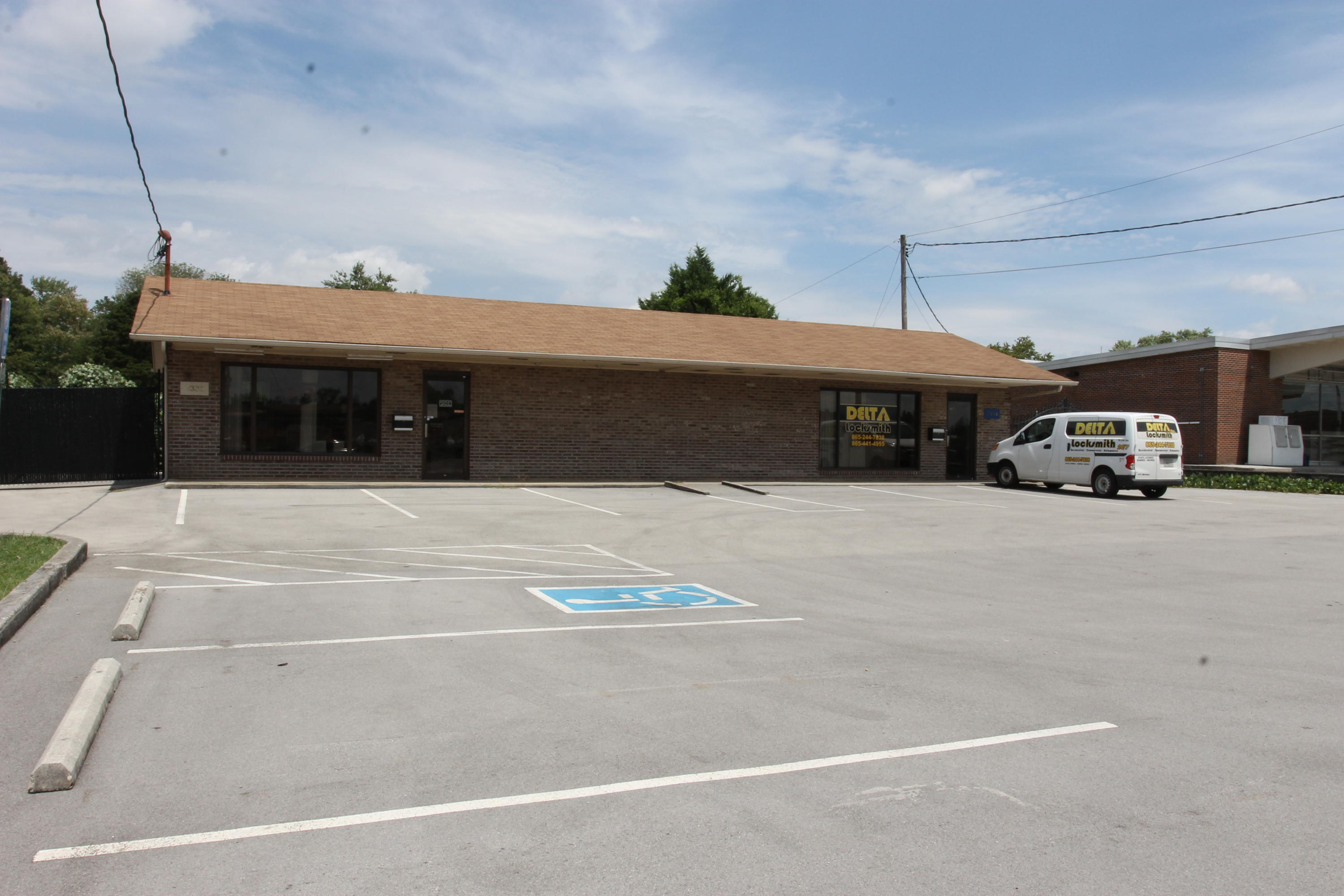 7333 Middlebrook Pike, Knoxville, Tennessee 37909, ,Commercial,For Sale,Middlebrook,1090381