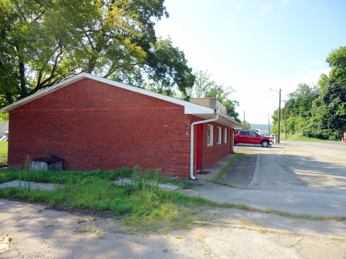 1006 Main St, Sweetwater, Tennessee 37874, ,Commercial,For Sale,Main,1090486