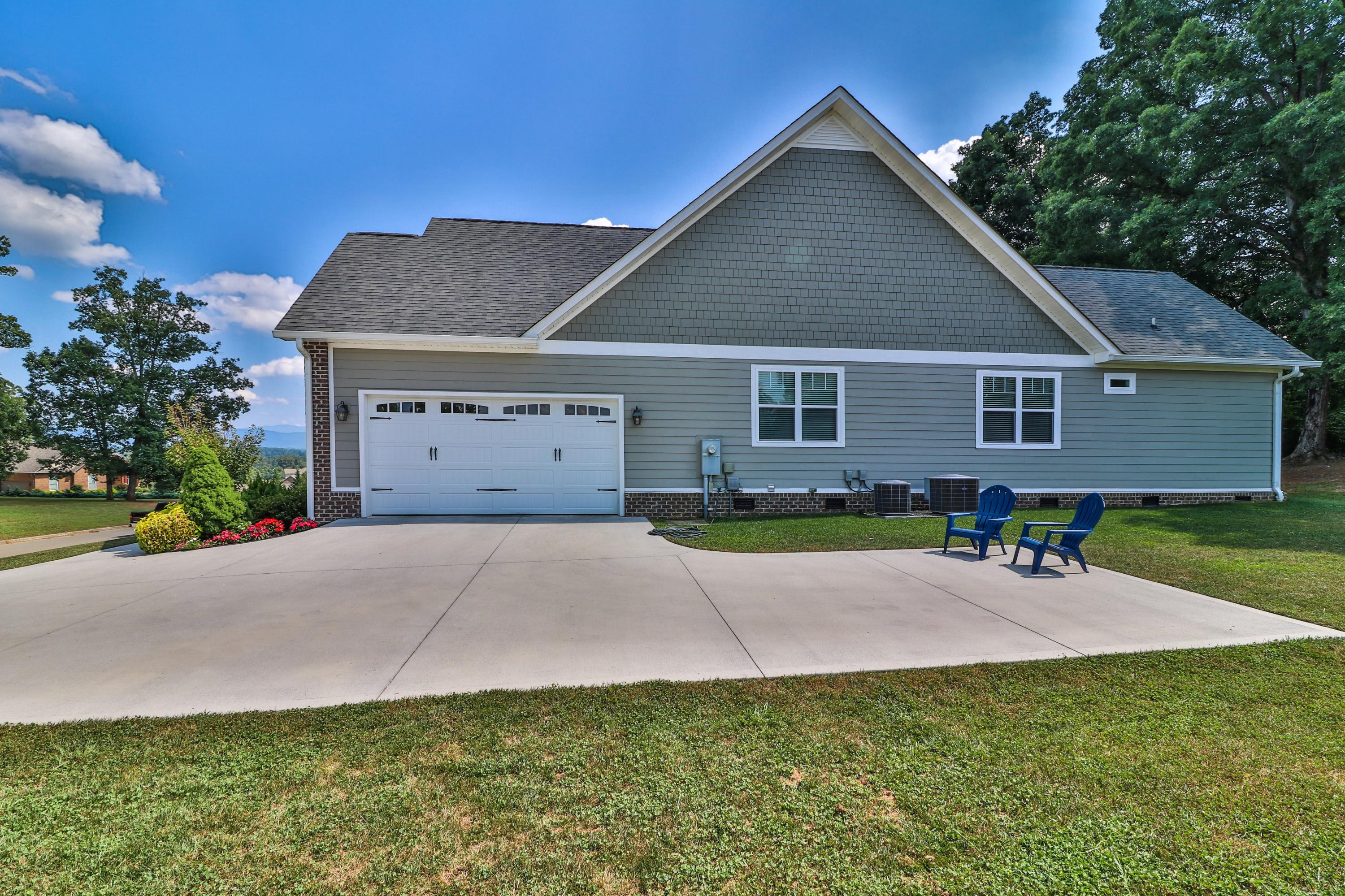 1231 Broaderick Blvd, Maryville, Tennessee 37801, 3 Bedrooms Bedrooms, ,2 BathroomsBathrooms,Single Family,For Sale,Broaderick,1090430