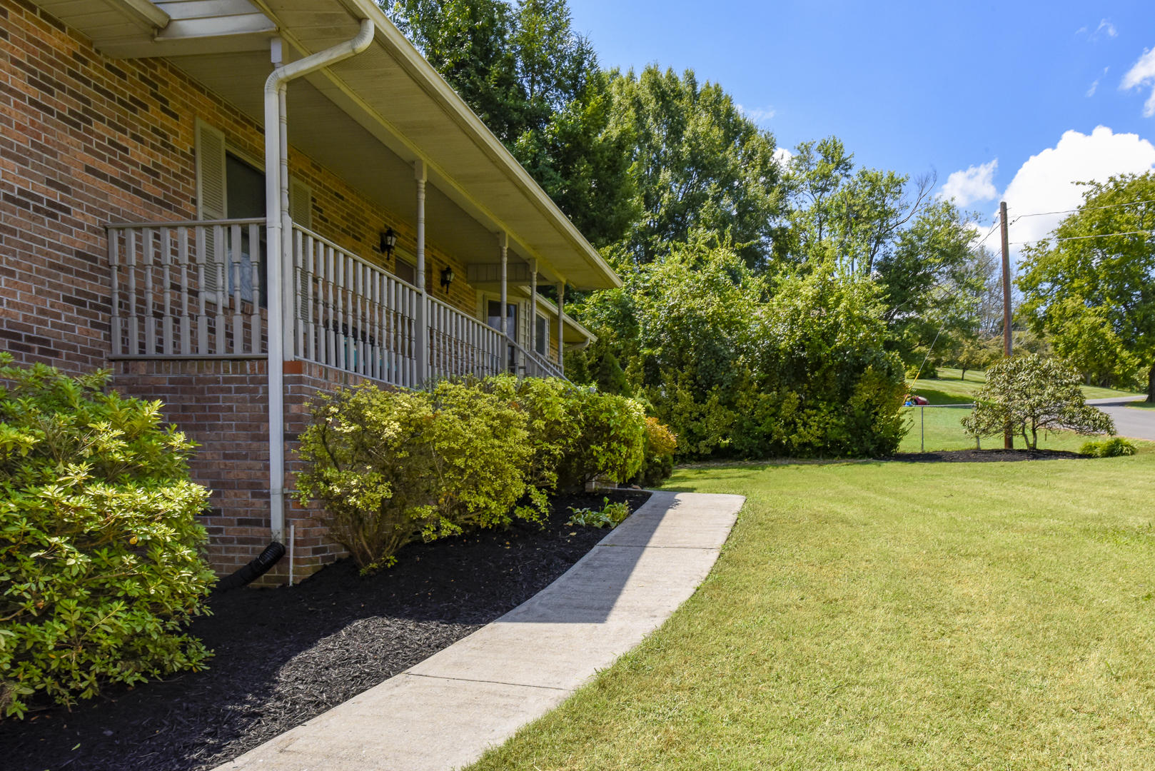 339 Iroquois Lane, Seymour, Tennessee 37865, 3 Bedrooms Bedrooms, ,2 BathroomsBathrooms,Single Family,For Sale,Iroquois,1091631