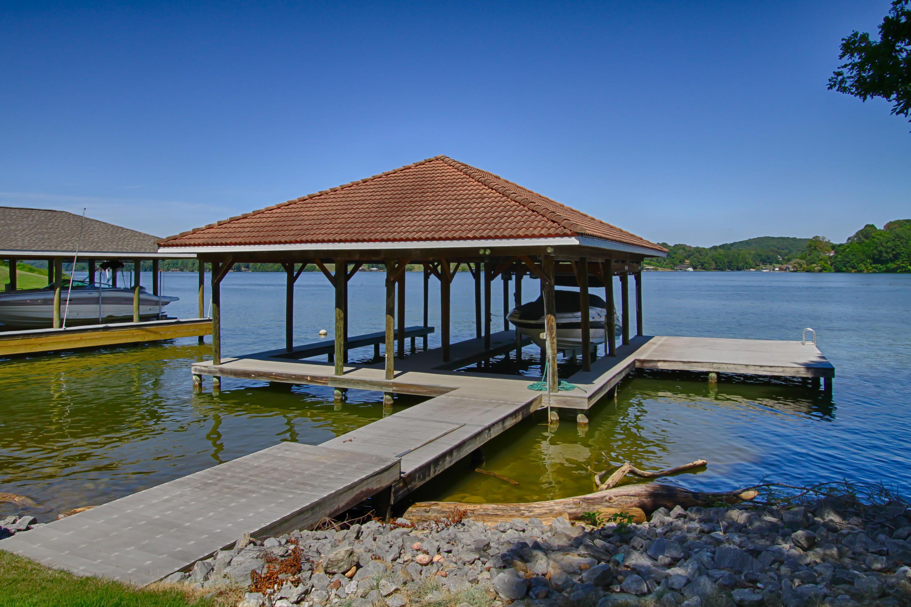 225 Lake Crest Drive: