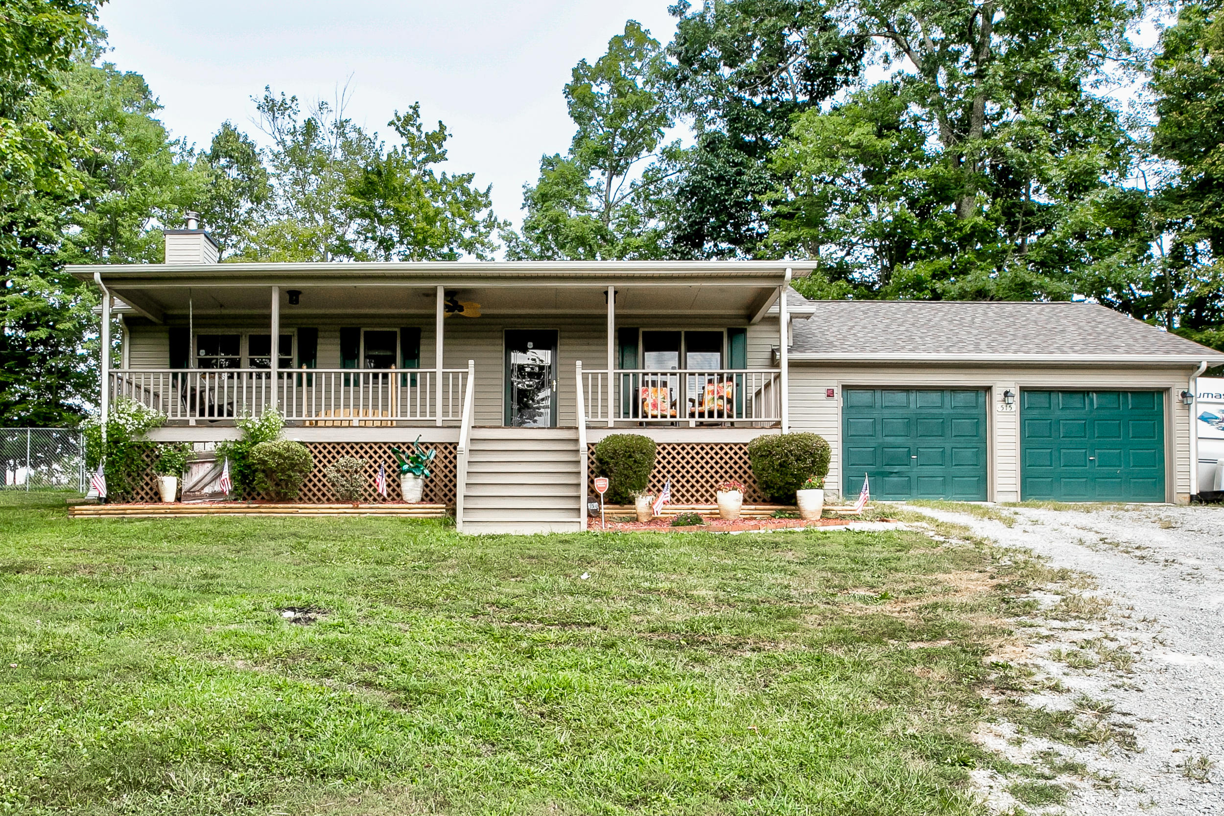 515 Easter, Lafollette, Tennessee, United States 37766, 3 Bedrooms Bedrooms, ,2 BathroomsBathrooms,Single Family,For Sale,Easter,1091637