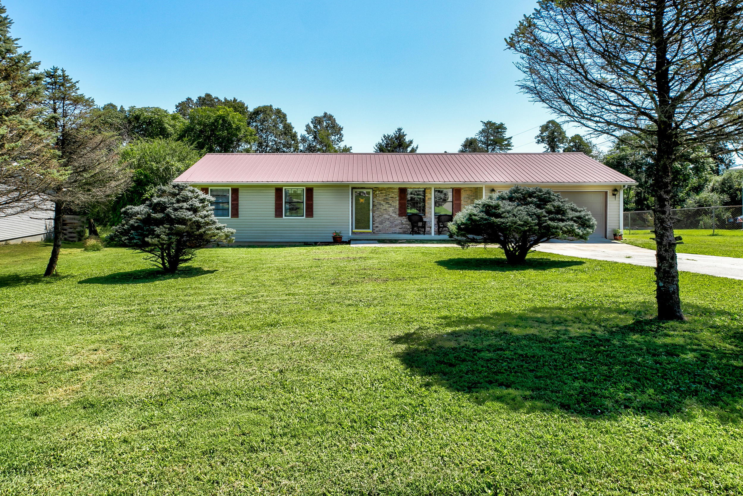 111 Hickory Lane, Jacksboro, Tennessee 37757, 3 Bedrooms Bedrooms, ,2 BathroomsBathrooms,Single Family,For Sale,Hickory,1093083