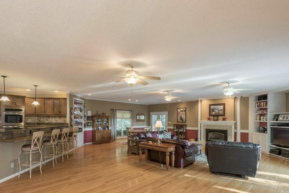 578 Shorewood Lane: