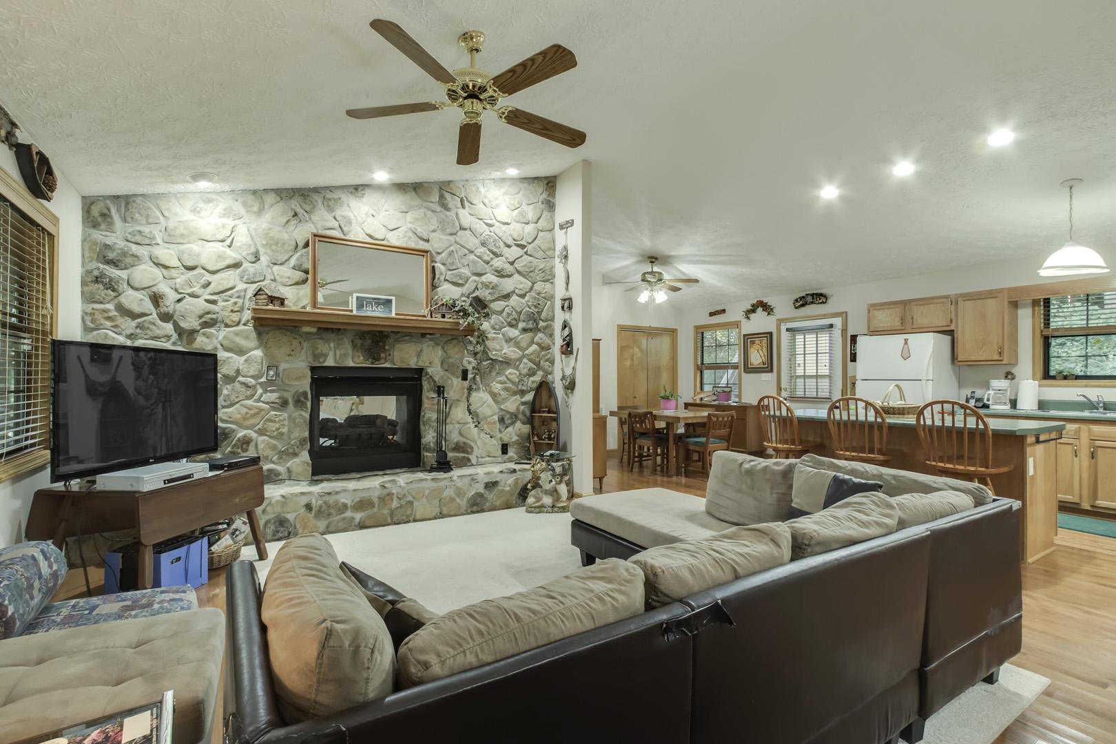 1305 Cove Pointe Rd: