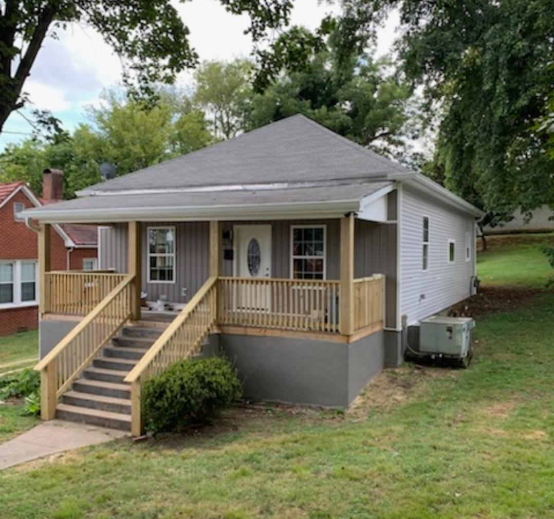 208 N Hill, Lenoir City, Tennessee, United States 37771, 3 Bedrooms Bedrooms, ,2 BathroomsBathrooms,Single Family,For Sale,N Hill,1094211