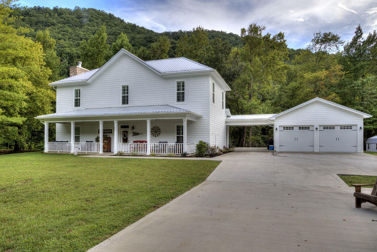 5058 Old Walland, Walland, Tennessee, United States 37886, 4 Bedrooms Bedrooms, ,4 BathroomsBathrooms,Single Family,For Sale,Old Walland,1094624
