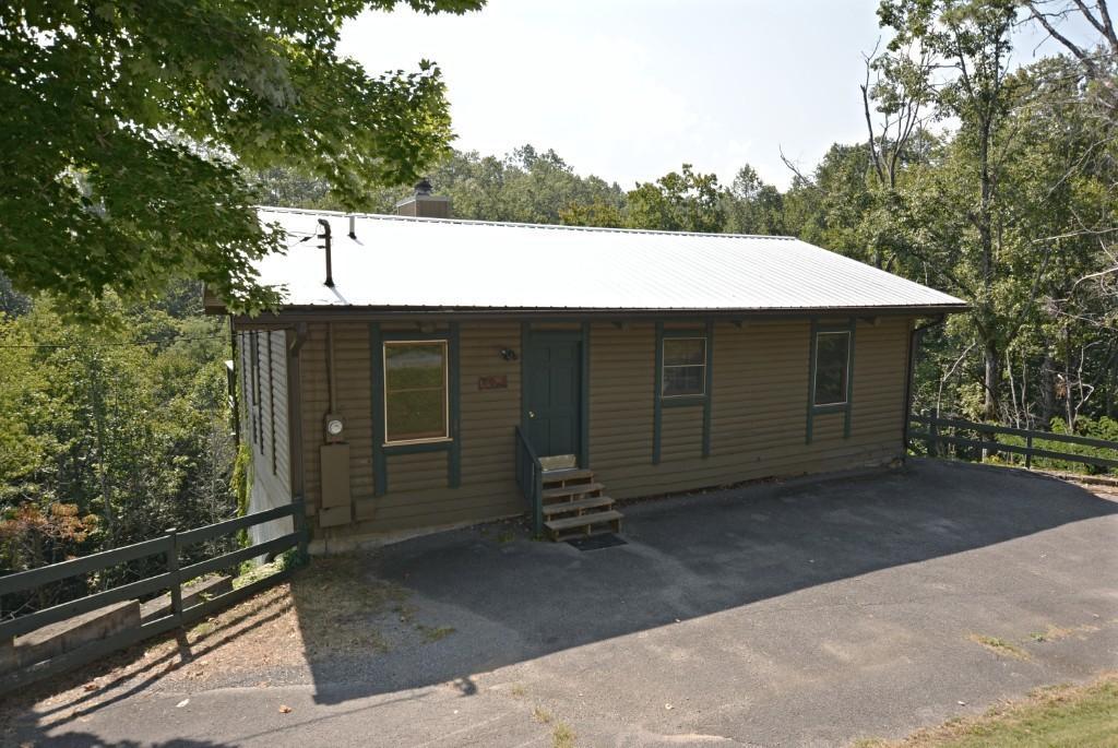 1023 Twin Oaks, Gatlinburg, Tennessee, United States 37738, 2 Bedrooms Bedrooms, ,2 BathroomsBathrooms,Single Family,For Sale,Twin Oaks,1094758