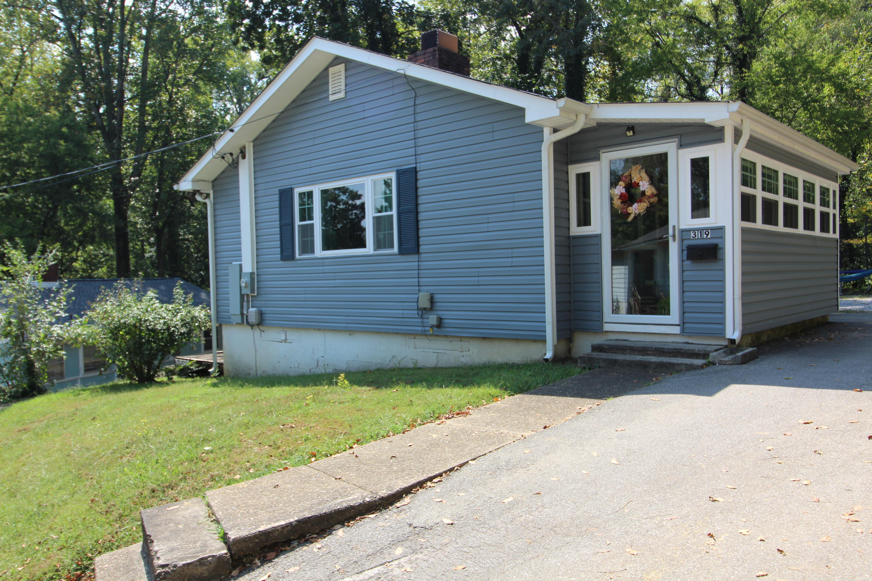 319 Faunce Rd, Oak Ridge, Tennessee 37830, 2 Bedrooms Bedrooms, ,1 BathroomBathrooms,Single Family,For Sale,Faunce,1094905