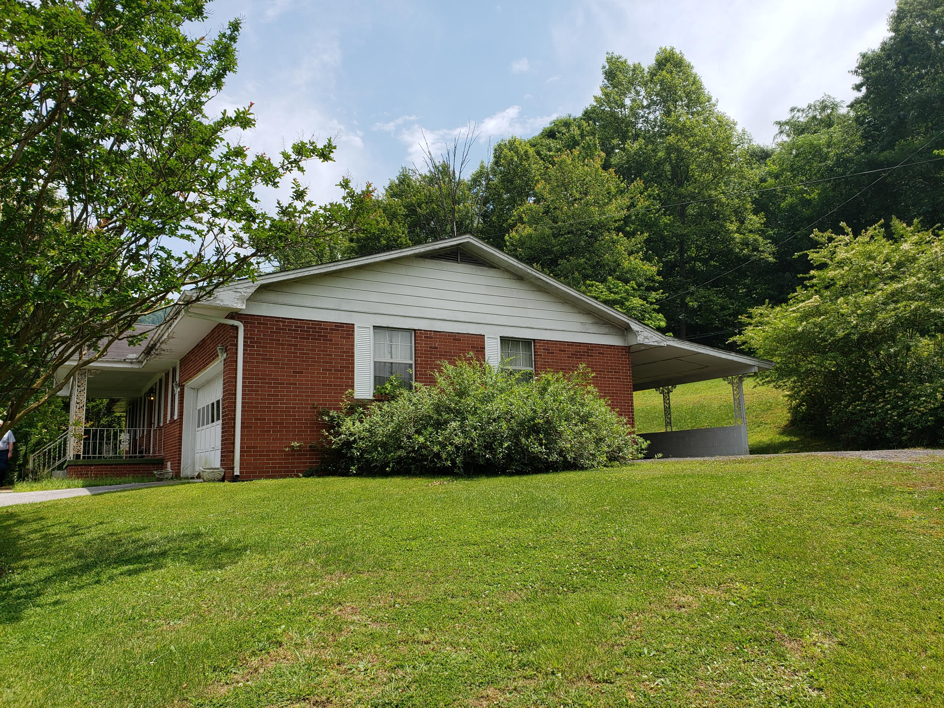 221 High School, Jellico, Tennessee, United States 37762, 2 Bedrooms Bedrooms, ,1 BathroomBathrooms,Single Family,For Sale,High School,1096068