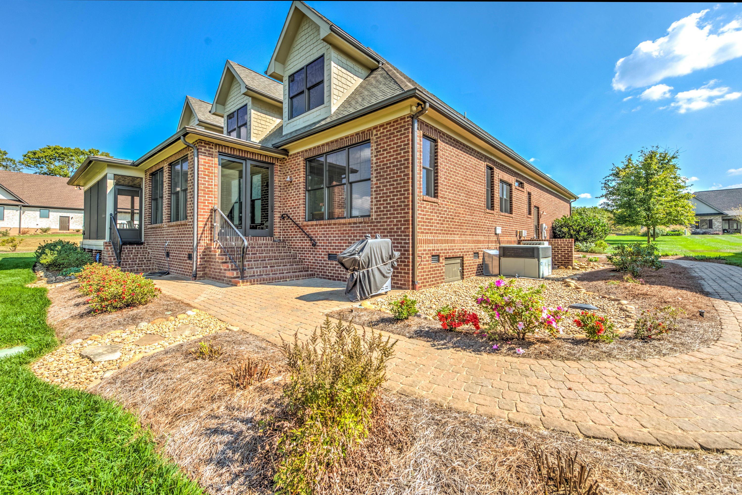 3710 Promontory Point: