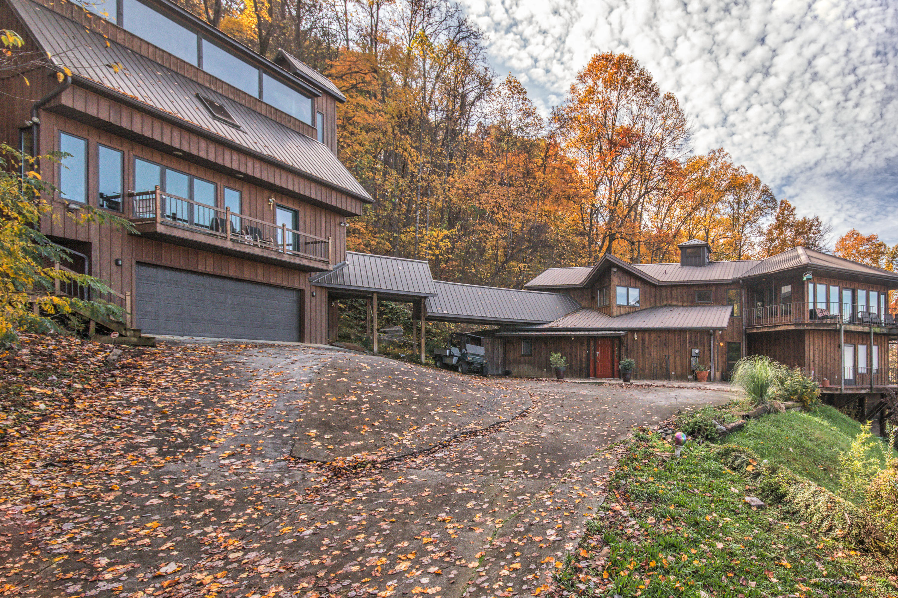3841 Thomas Cross Rd, Sevierville, Tennessee 37876, 4 Bedrooms Bedrooms, ,5 BathroomsBathrooms,Single Family,For Sale,Thomas Cross,1099338