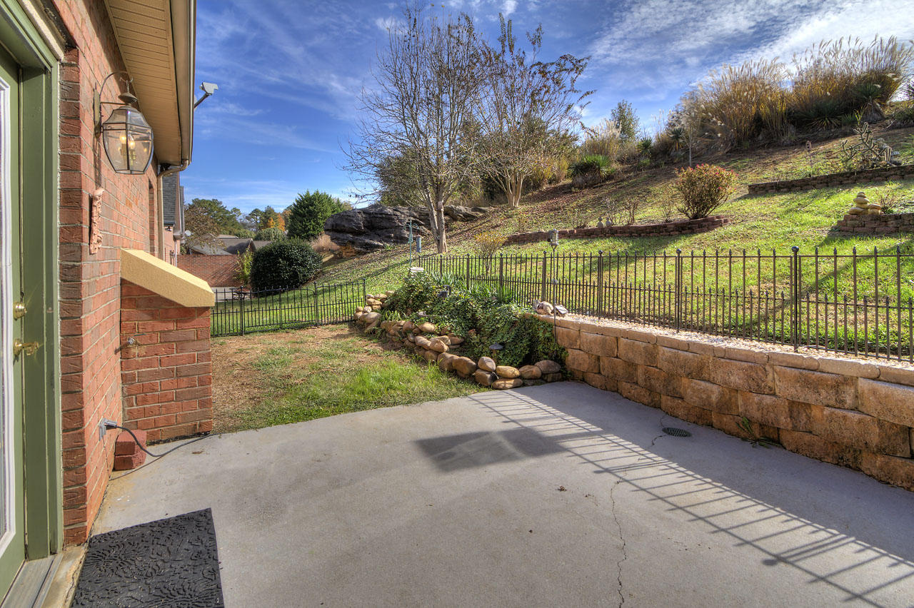 326 Lochmere Drive, Morristown, Tennessee 37814, 3 Bedrooms Bedrooms, ,2 BathroomsBathrooms,Single Family,For Sale,Lochmere,1100264