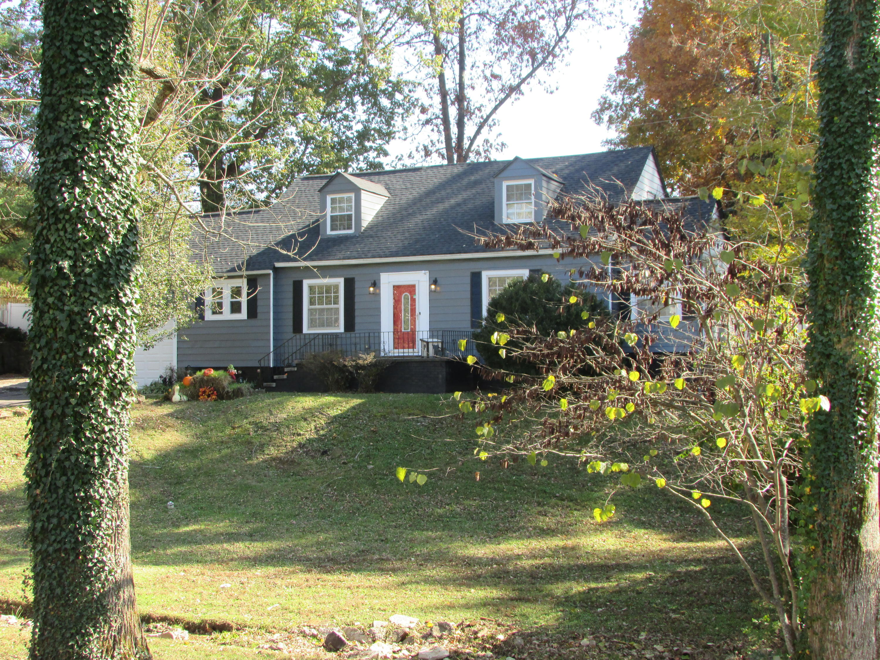 312 Elmwood, Knoxville, Tennessee, United States 37918, 4 Bedrooms Bedrooms, ,2 BathroomsBathrooms,Single Family,For Sale,Elmwood,1100349