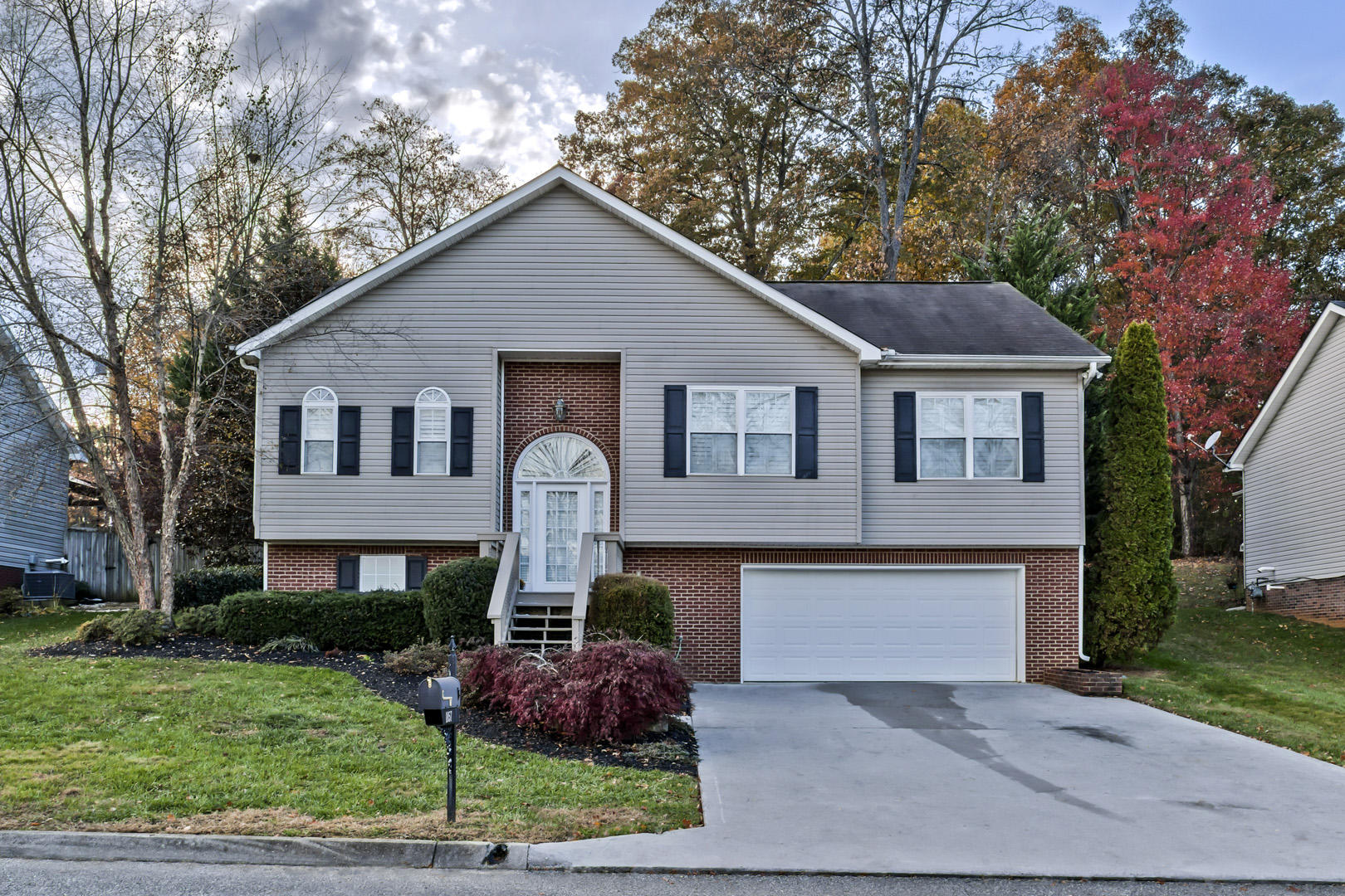 1857 Silver Cloud, Knoxville, Tennessee, United States 37909, 4 Bedrooms Bedrooms, ,3 BathroomsBathrooms,Single Family,For Sale,Silver Cloud,1100877