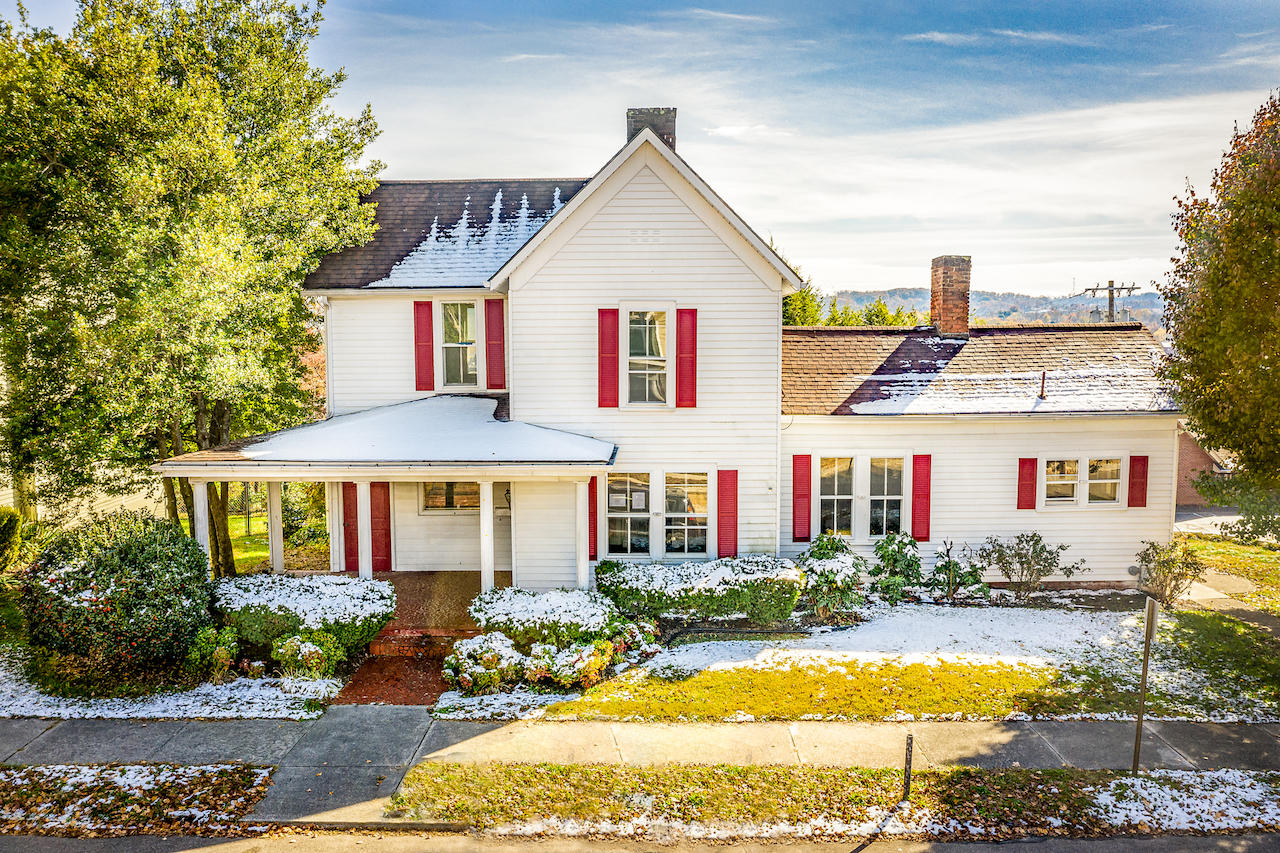 421 2nd North, Morristown, Tennessee, United States 37814, 4 Bedrooms Bedrooms, ,3 BathroomsBathrooms,Single Family,For Sale,2nd North,1100642