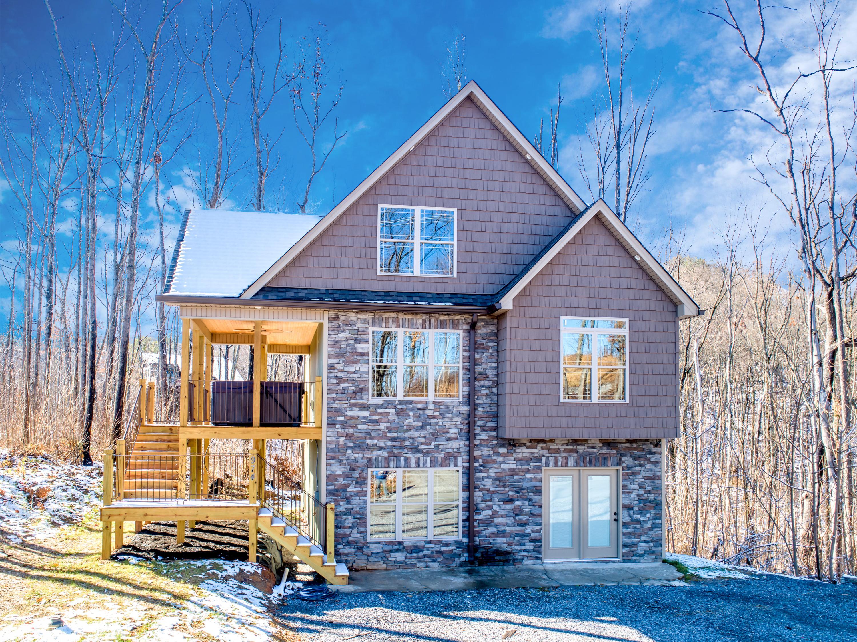 974 Wiley Oakley Drive, Gatlinburg, Tennessee 37738, 3 Bedrooms Bedrooms, ,3 BathroomsBathrooms,Single Family,For Sale,Wiley Oakley,1101686