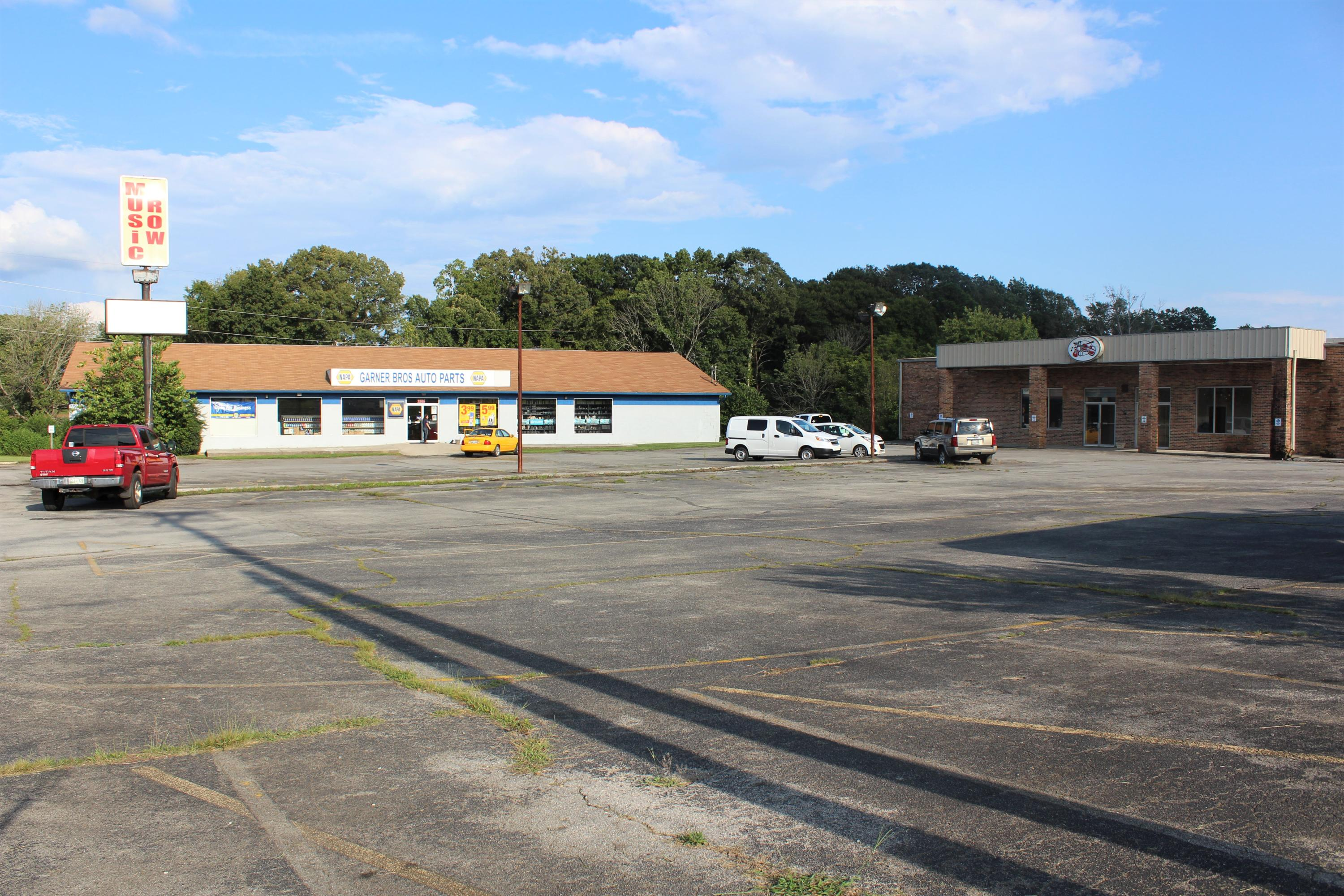 2808 Lamar Alexander Pkwy, Maryville, Tennessee 37804, ,Commercial,For Sale,Lamar Alexander,1103892