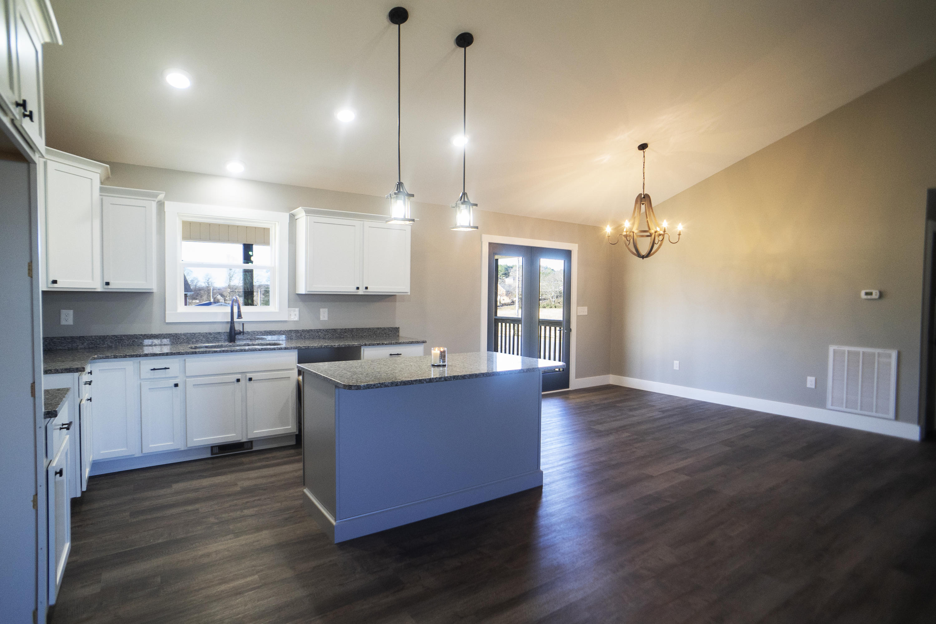 1519 Rosewood Dr Drive Preview Image 6