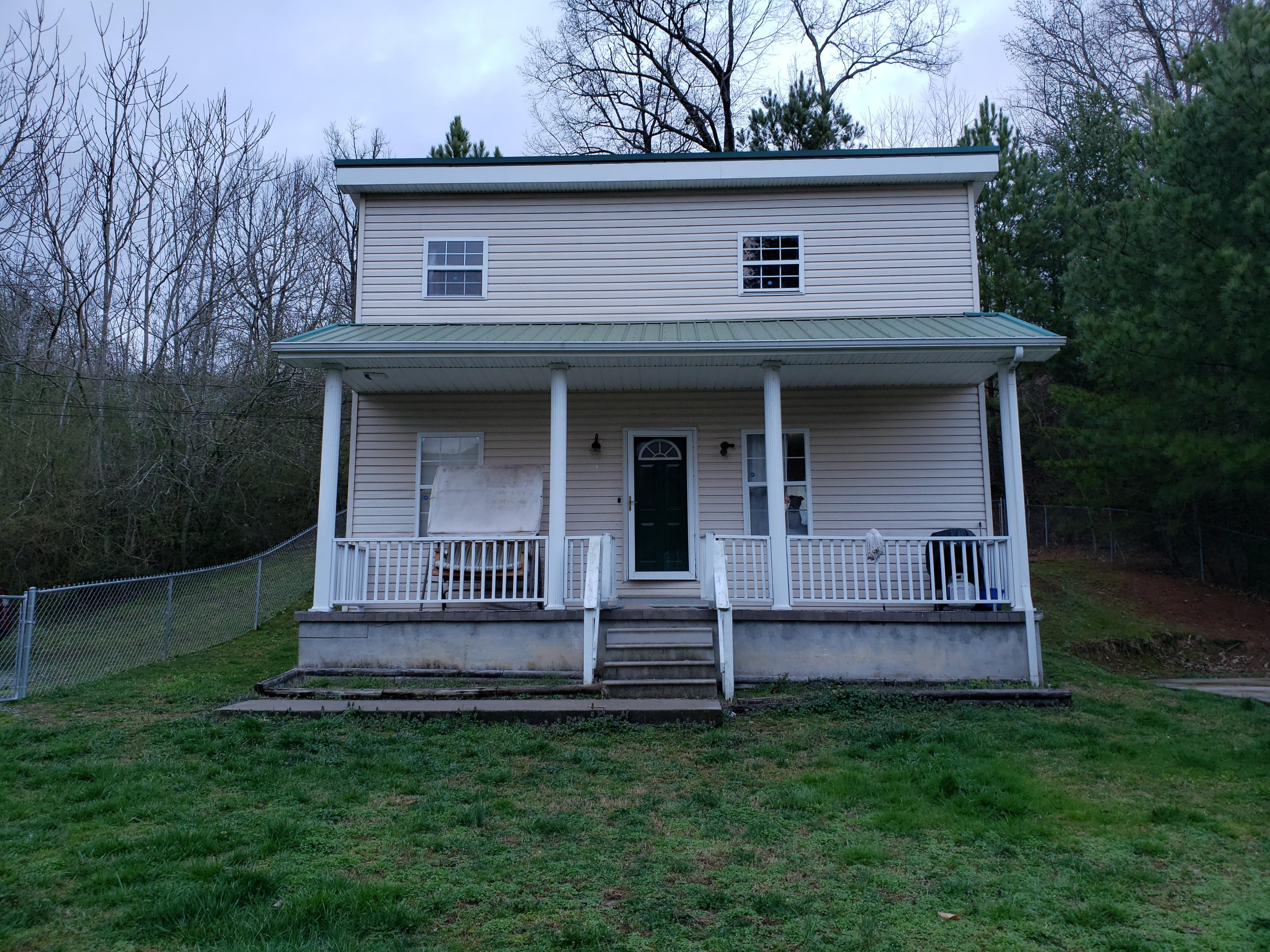 236 46th, Middlesboro, Kentucky, United States 40965, 3 Bedrooms Bedrooms, ,1 BathroomBathrooms,Single Family,For Sale,46th,1110562