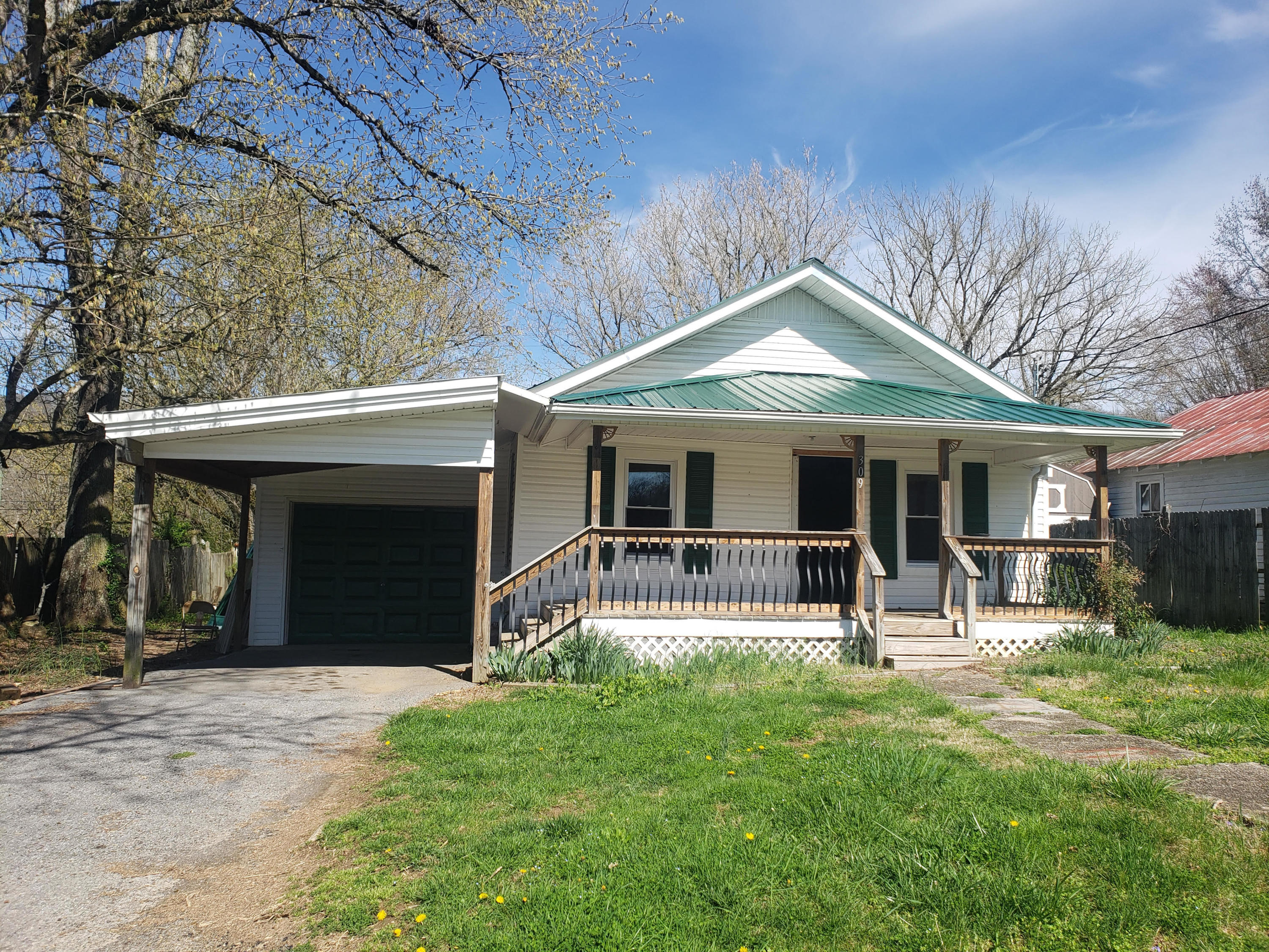 309 Broad, Maynardville, Tennessee, United States 37807, 2 Bedrooms Bedrooms, ,1 BathroomBathrooms,Single Family,For Sale,Broad,1112397