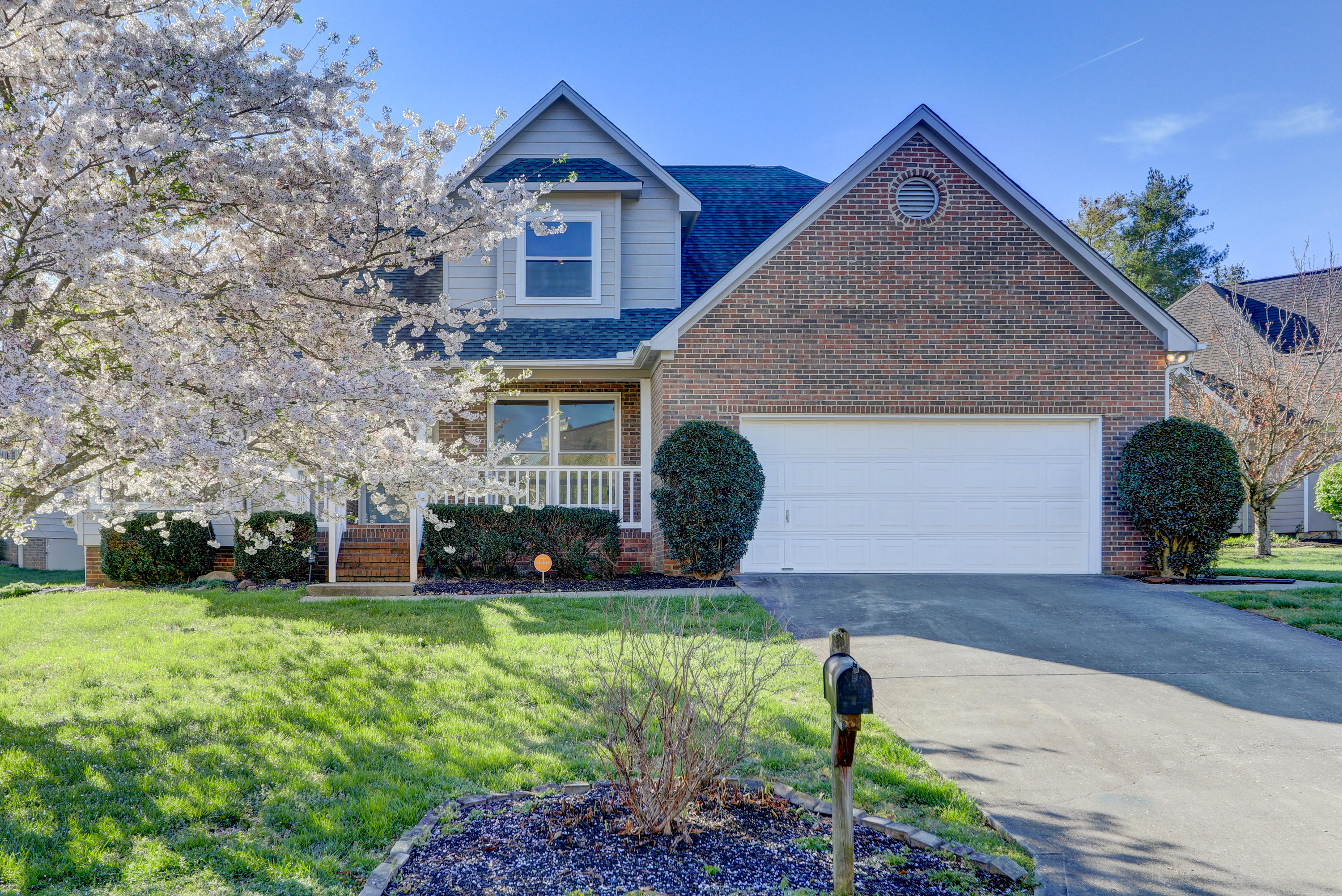 8220 Elm Hill, Knoxville, Tennessee, United States 37919, 4 Bedrooms Bedrooms, ,2 BathroomsBathrooms,Single Family,For Sale,Elm Hill,1112553