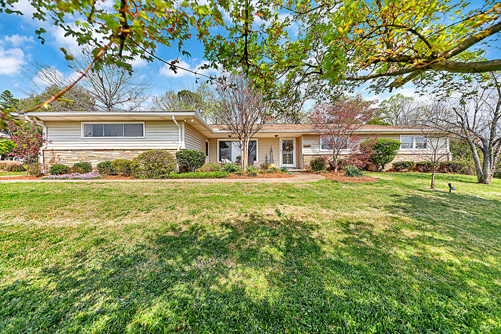7113 Sheffield, Knoxville, Tennessee, United States 37909, 3 Bedrooms Bedrooms, ,2 BathroomsBathrooms,Single Family,For Sale,Sheffield,1112983