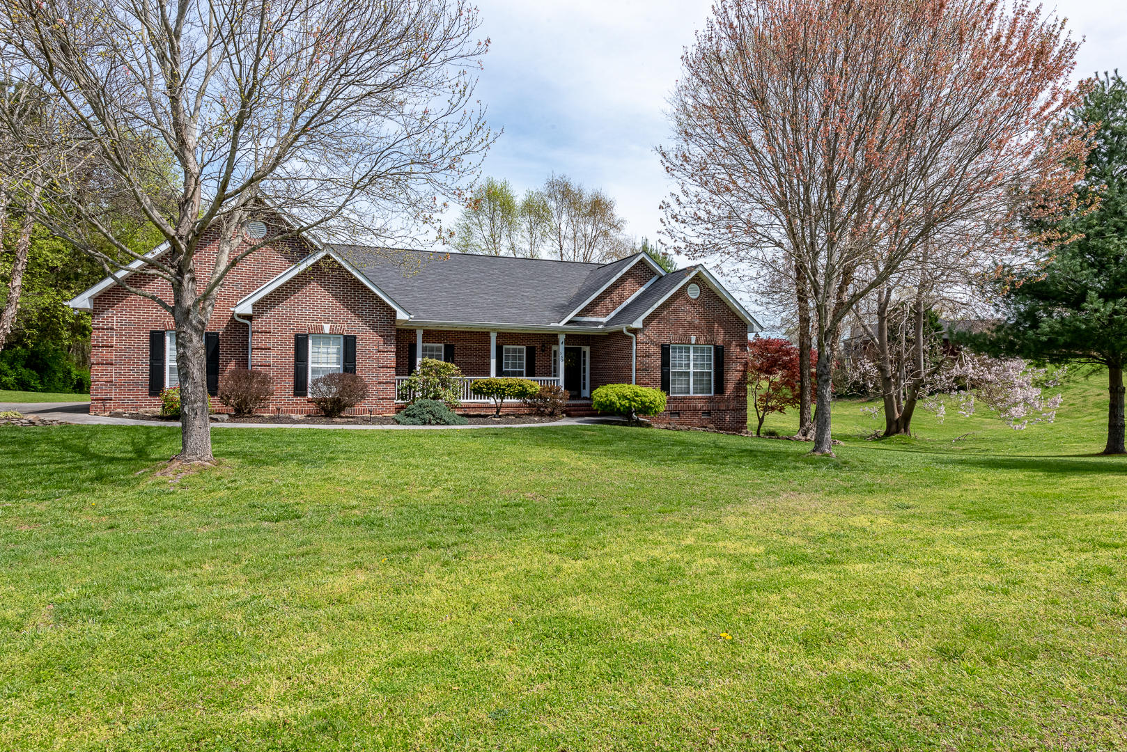 563 River Run, Maryville, Tennessee, United States 37804, 3 Bedrooms Bedrooms, ,2 BathroomsBathrooms,Single Family,For Sale,River Run,1113141